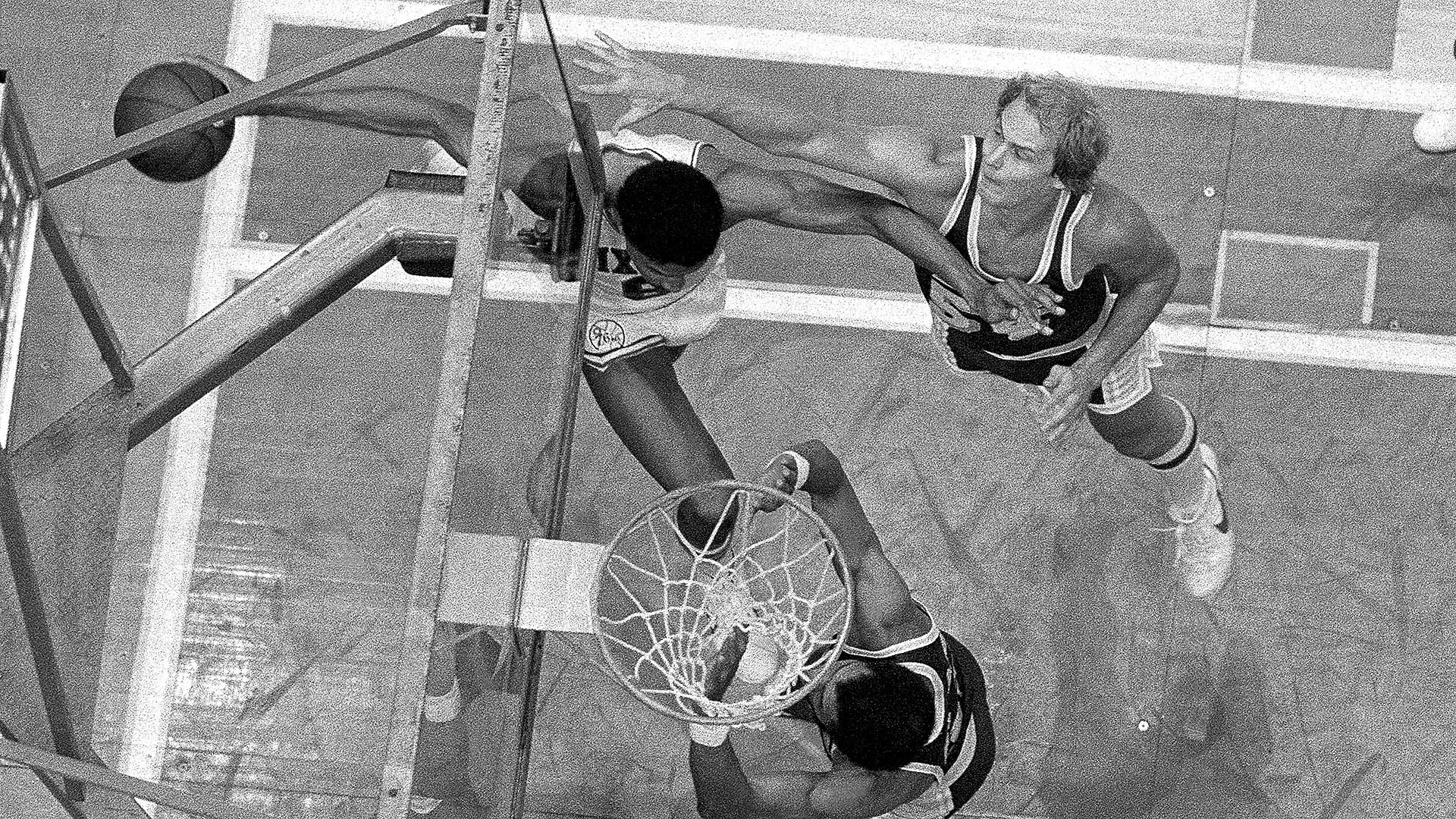 Top Moments: Julius Erving shocks Lakers with spectacular layup