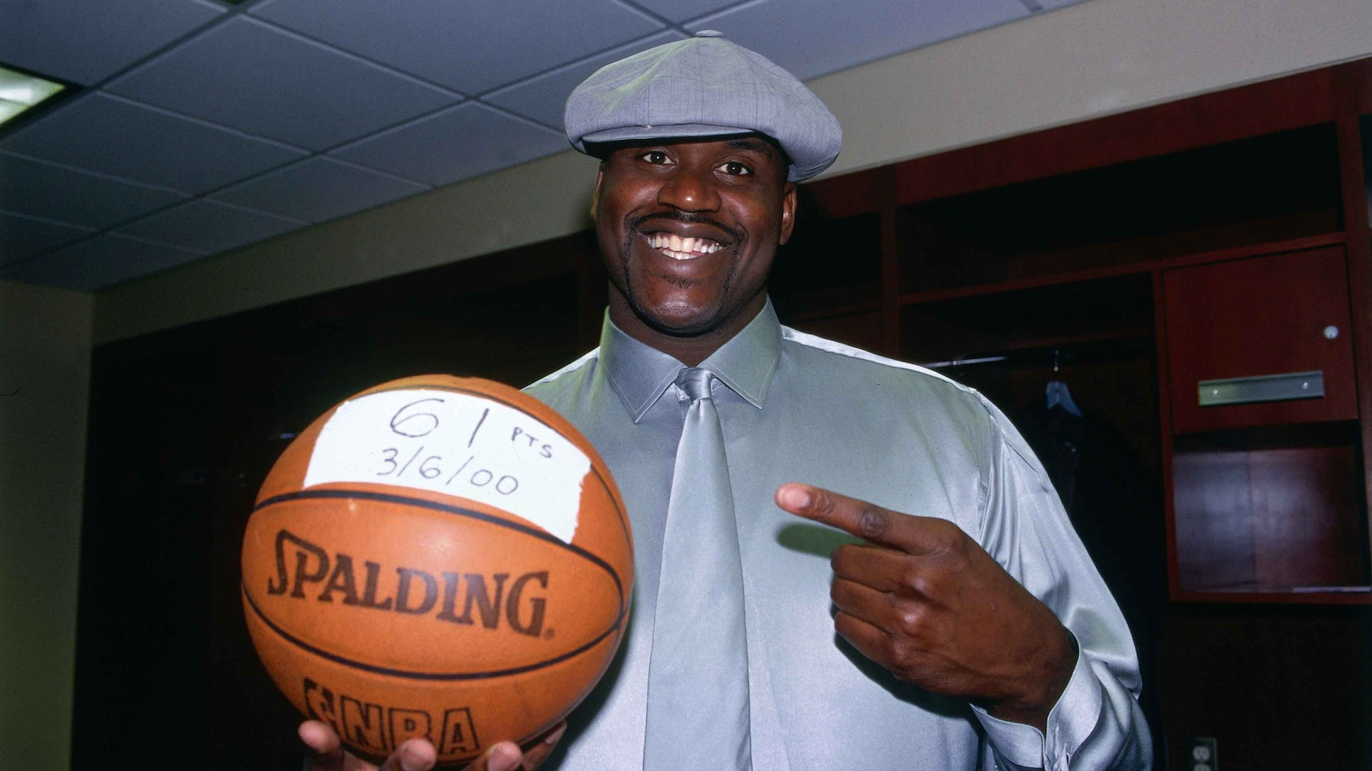 Legendary Moments In NBA History: Shaquille O'Neal scores 61 points on his 28th birthday