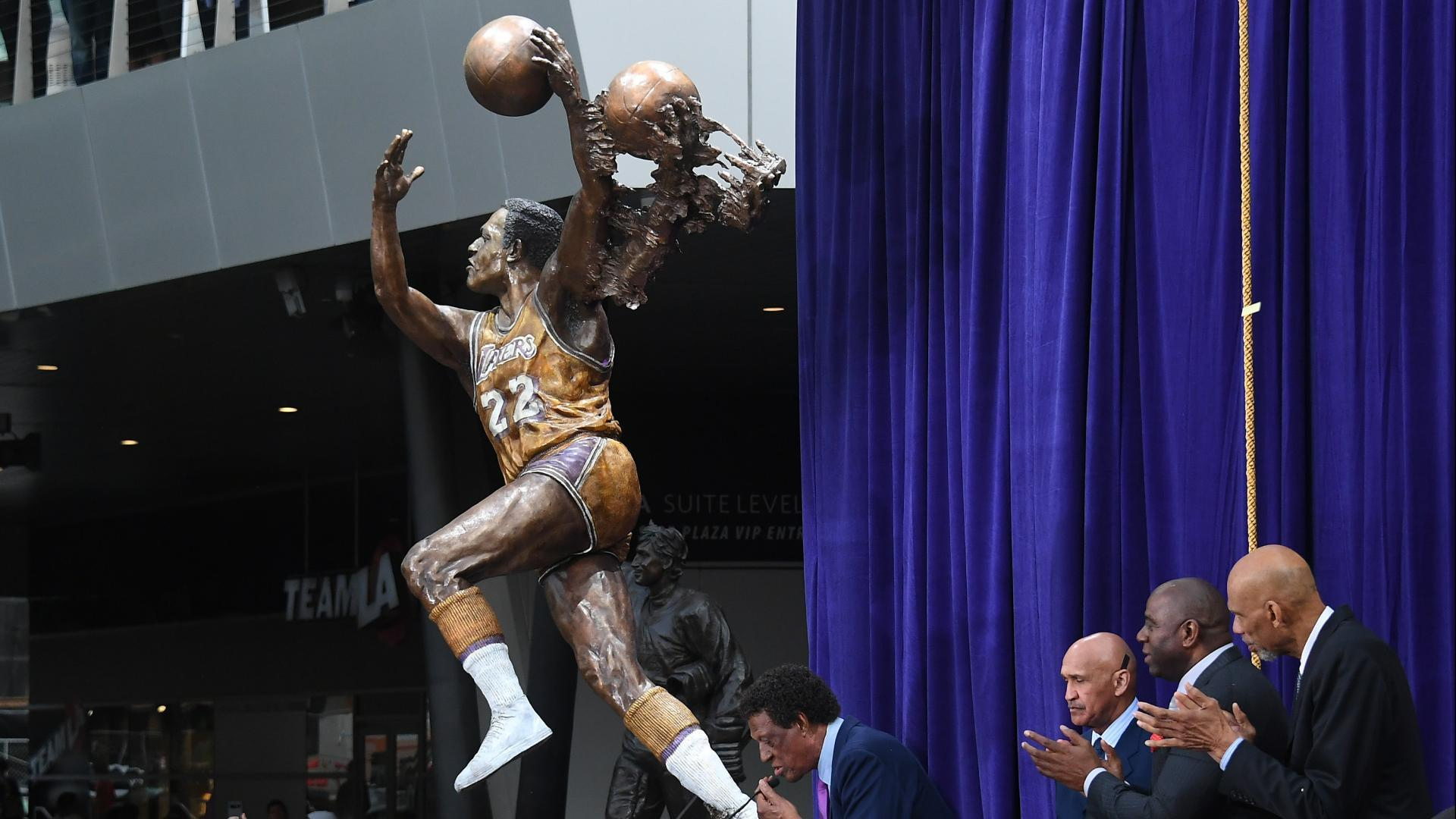 Lakers unveil statue of Elgin Baylor outside Staples Center