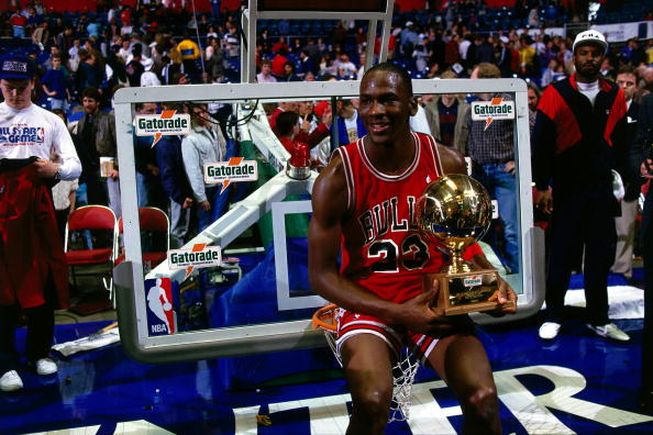 Top Moments: Michael Jordan, Dominique Wilkins duel in 1988 dunk contest