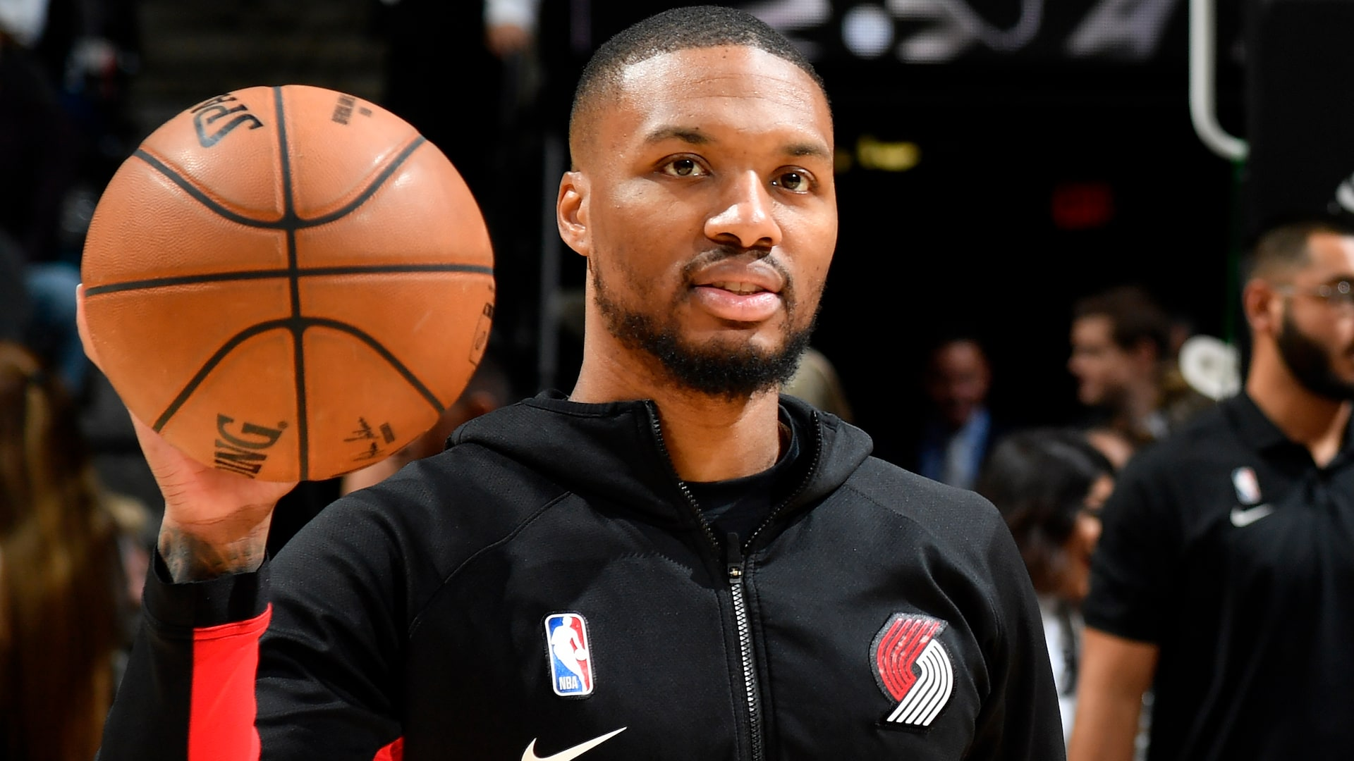 Damian Lillard vows to 'never switch up' on Portland