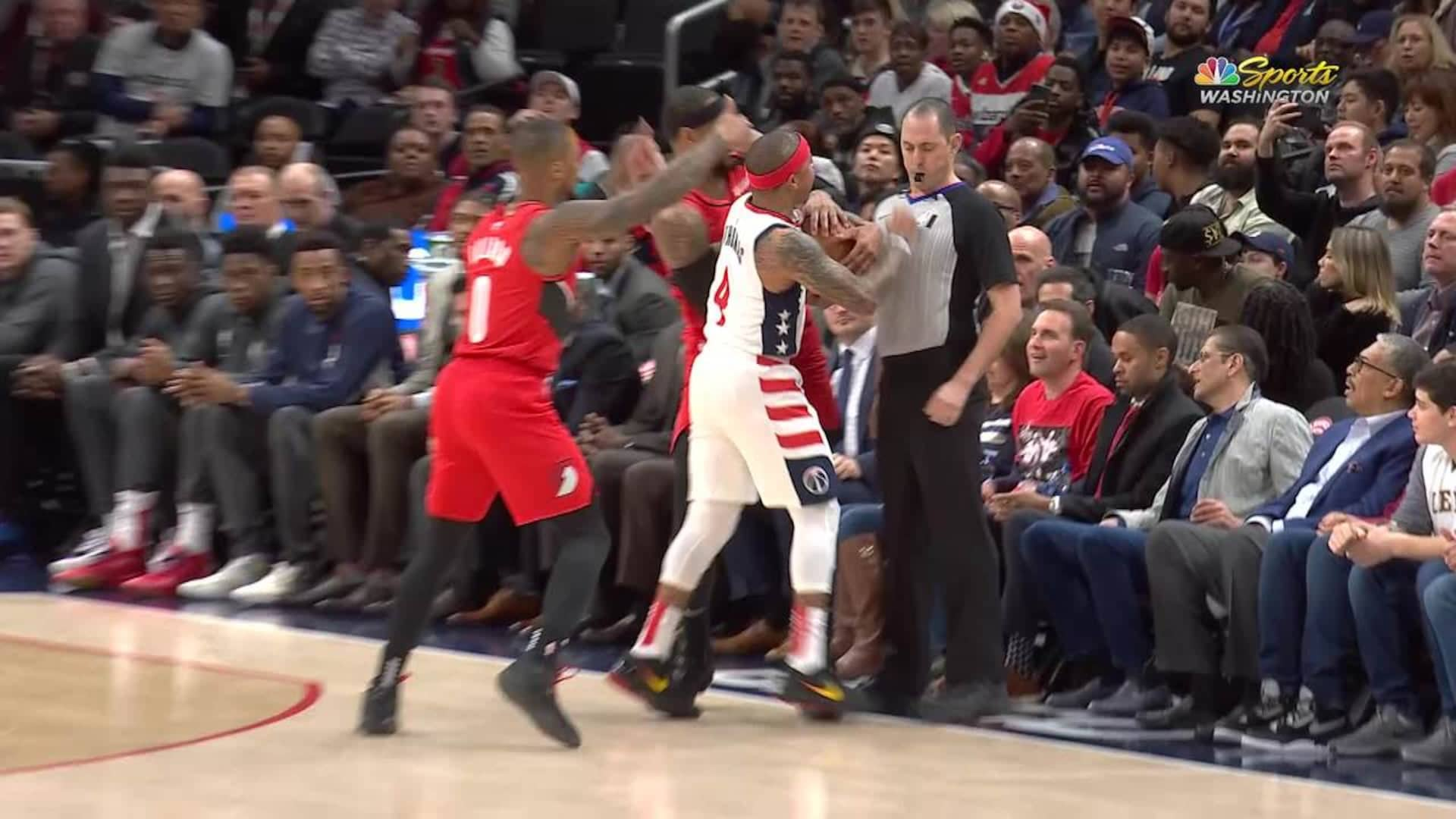 Wizards' Thomas ejected for making contact with official