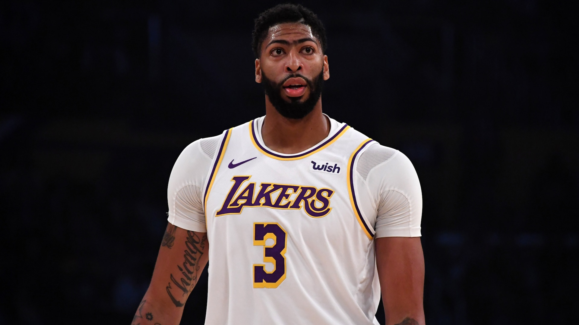 Reports: Anthony Davis declines max extension offer from Lakers