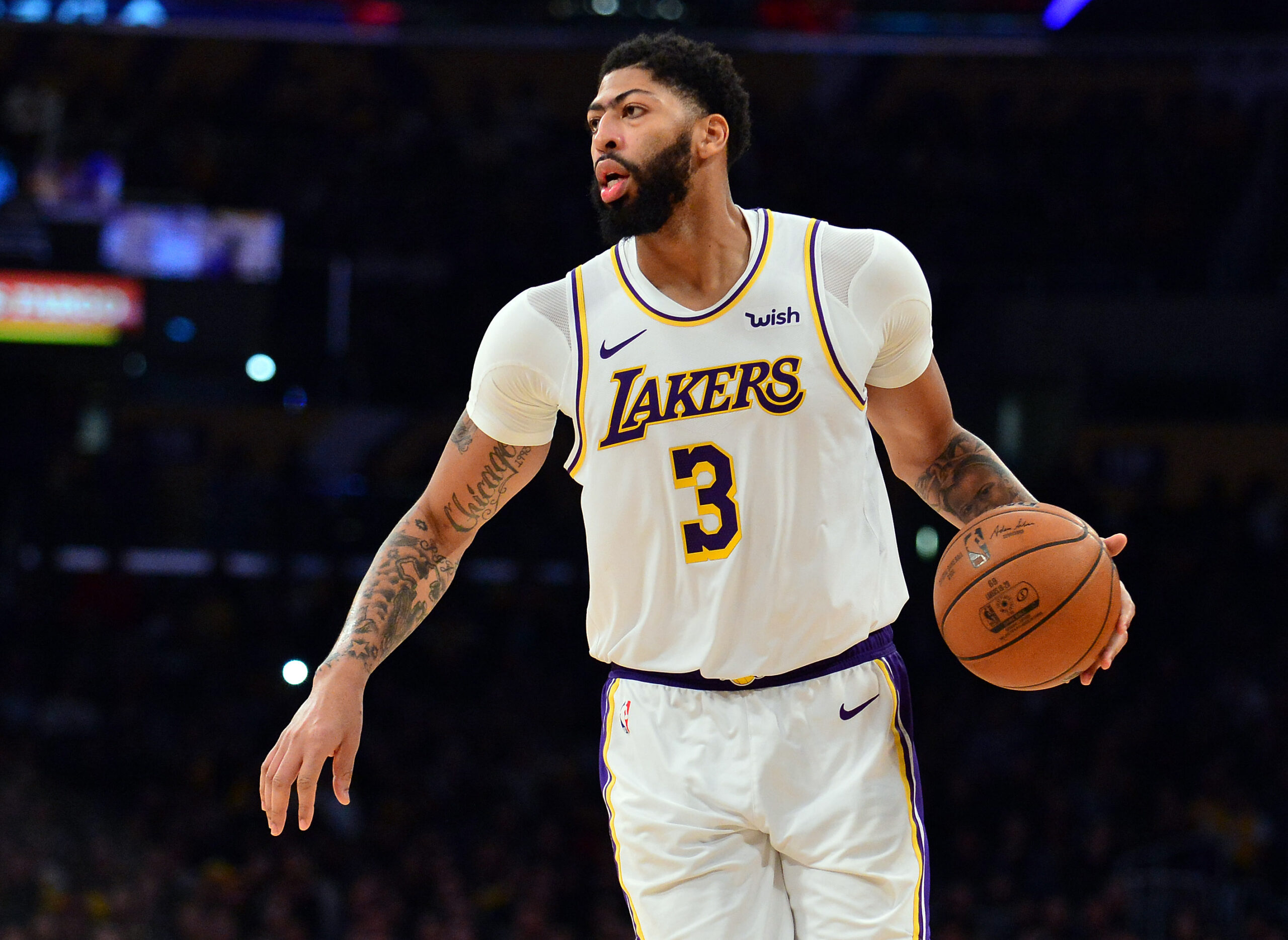Lakers' Anthony Davis available to play vs. Celtics