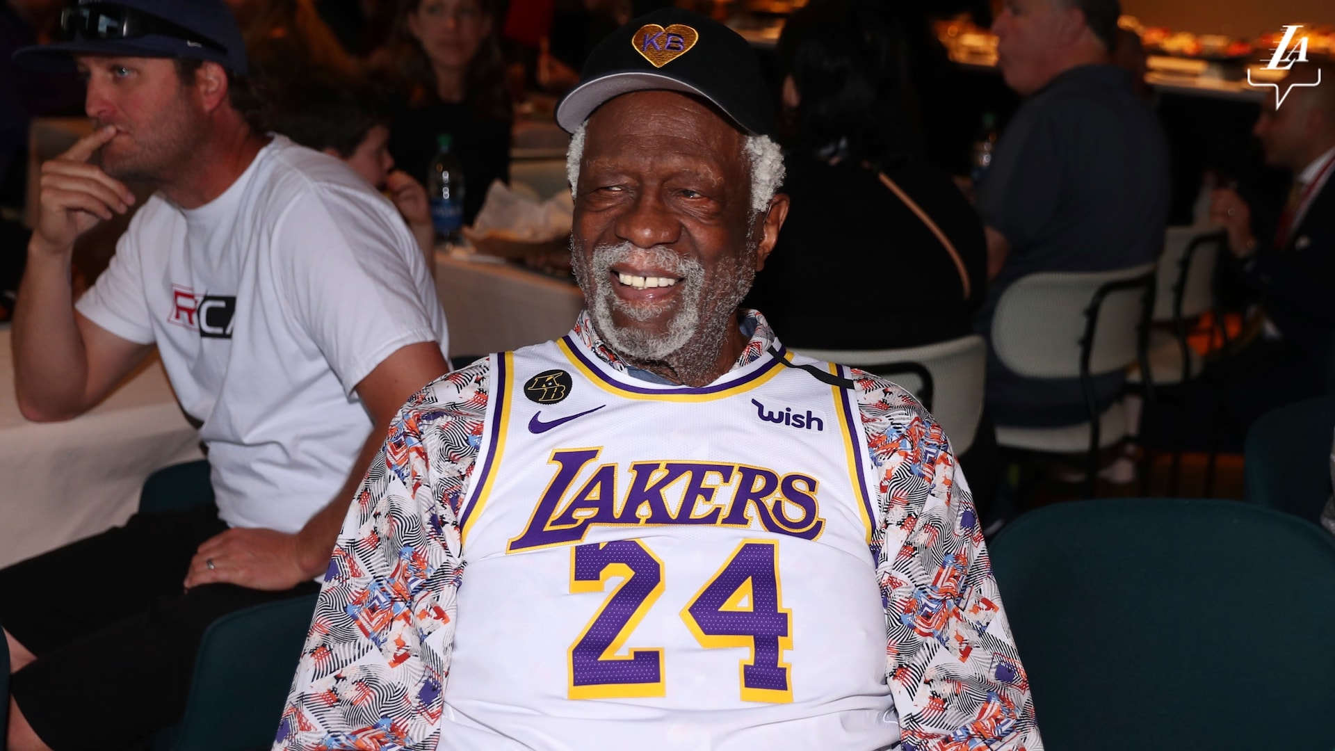Bill Russell wears Kobe Bryant jersey to Celtics-Lakers game