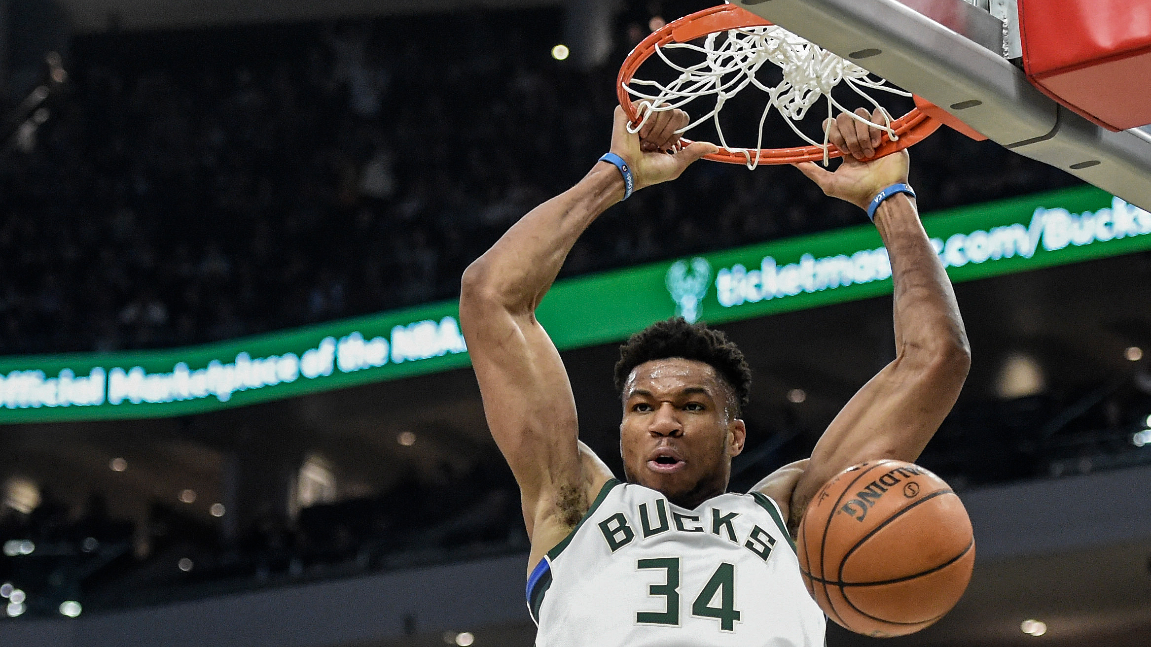 Giannis Antetokounmpo lets play do all the talking vs. Joel Embiid