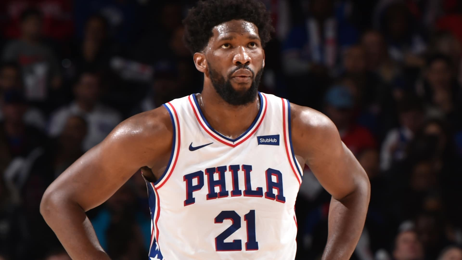 Sixers' Joel Embiid suffers left shoulder sprain vs. Cavs