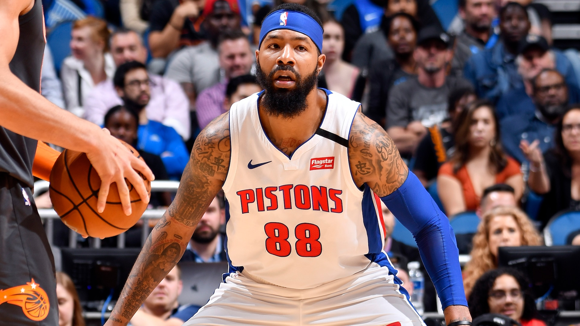 Reports: Lakers to sign Markieff Morris, waive DeMarcus Cousins