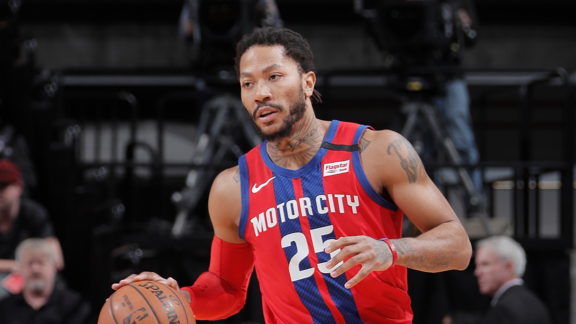 Pistons lose Derrick Rose to ankle injury in loss to Kings