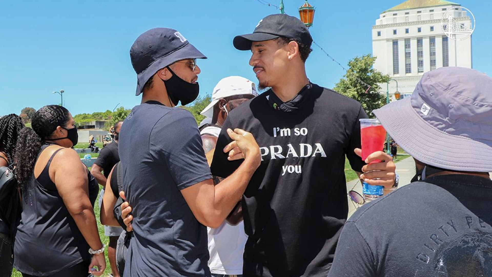Stephen Curry, Klay Thompson among Warriors at Oakland protest