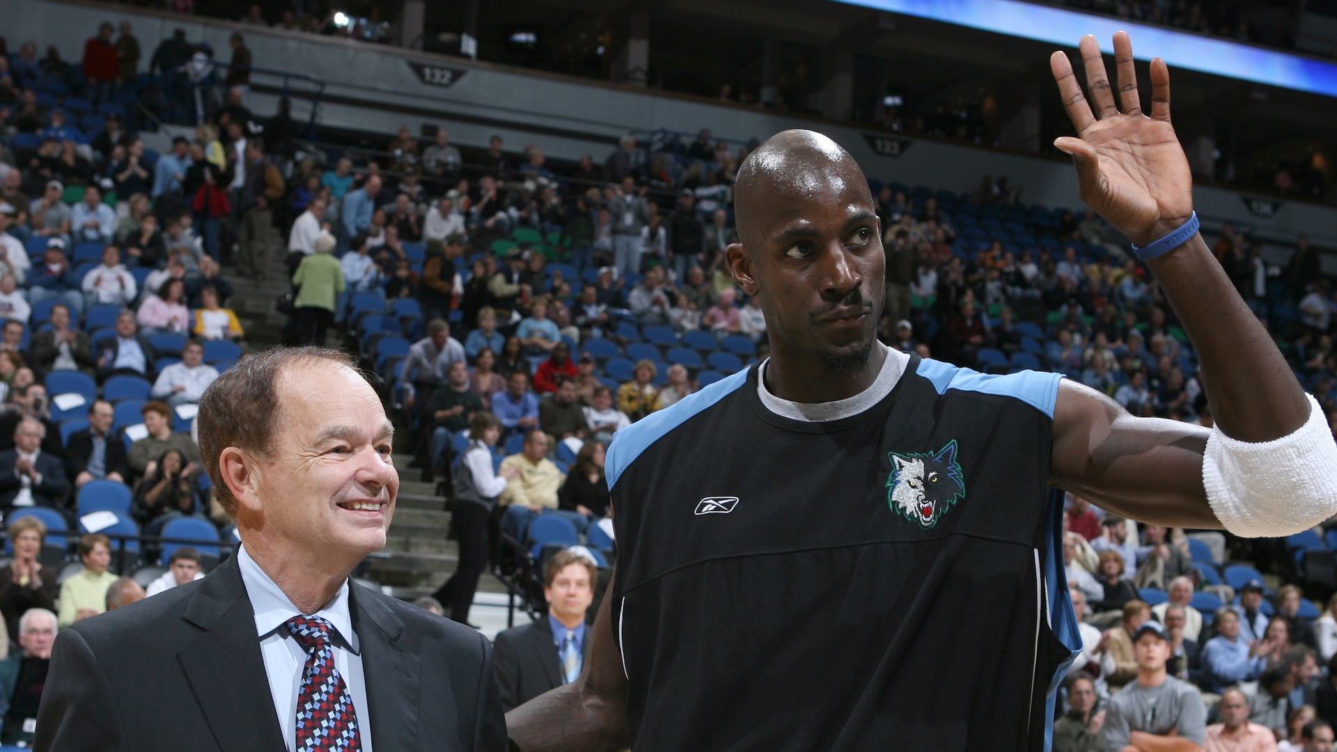Timberwolves owner listening to offers, Kevin Garnett hoping to buy