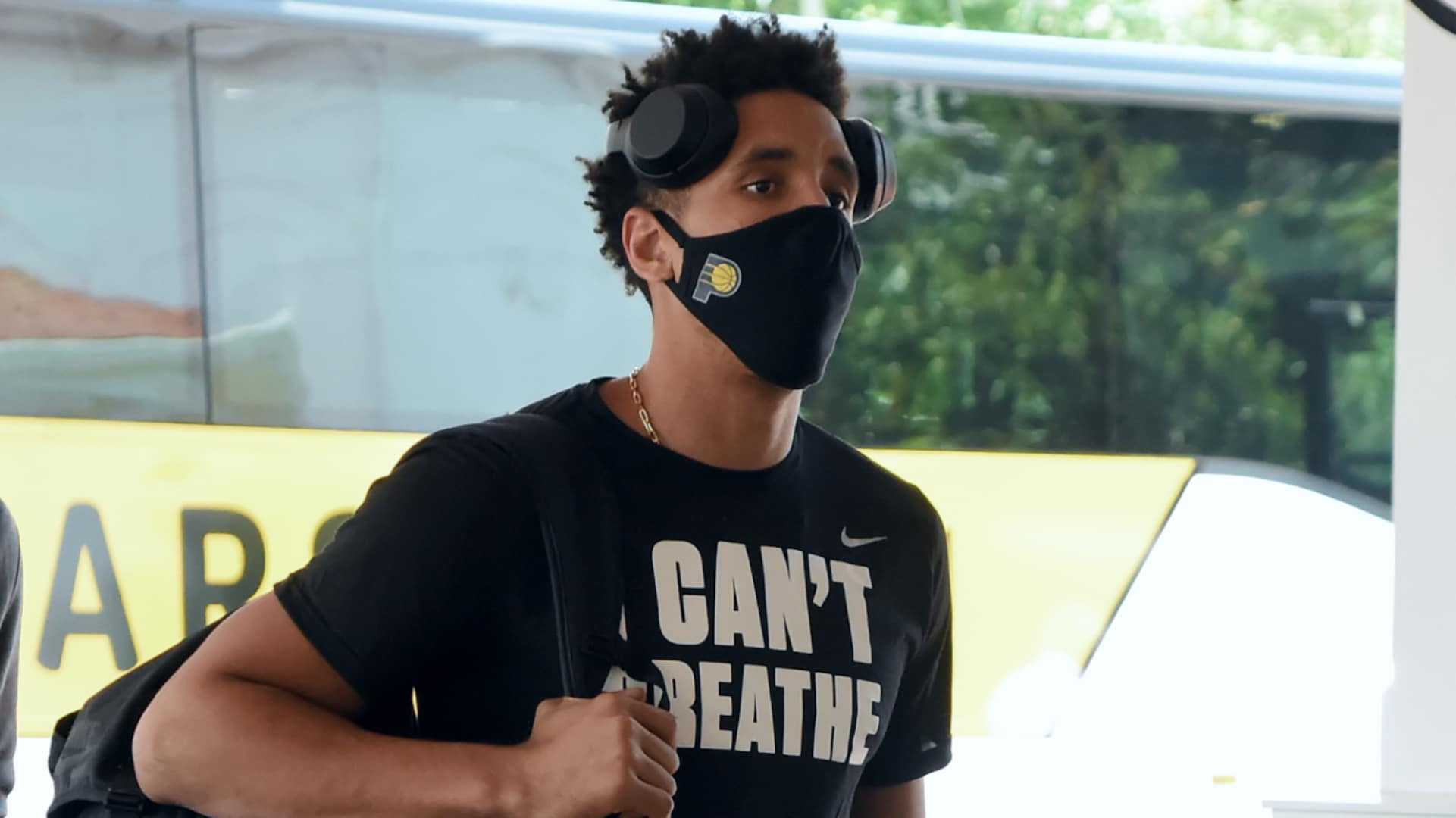 Pacers' Malcolm Brogdon wearing mask at practice