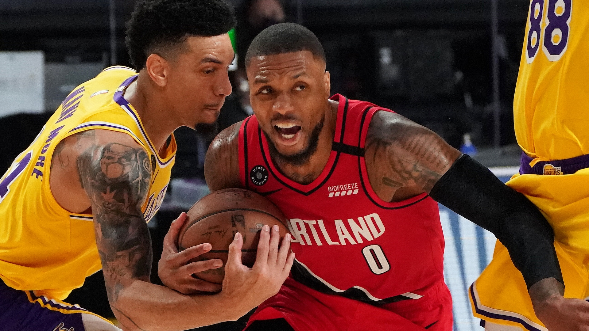 Damian Lillard exits Game 2 vs. Lakers with dislocated finger