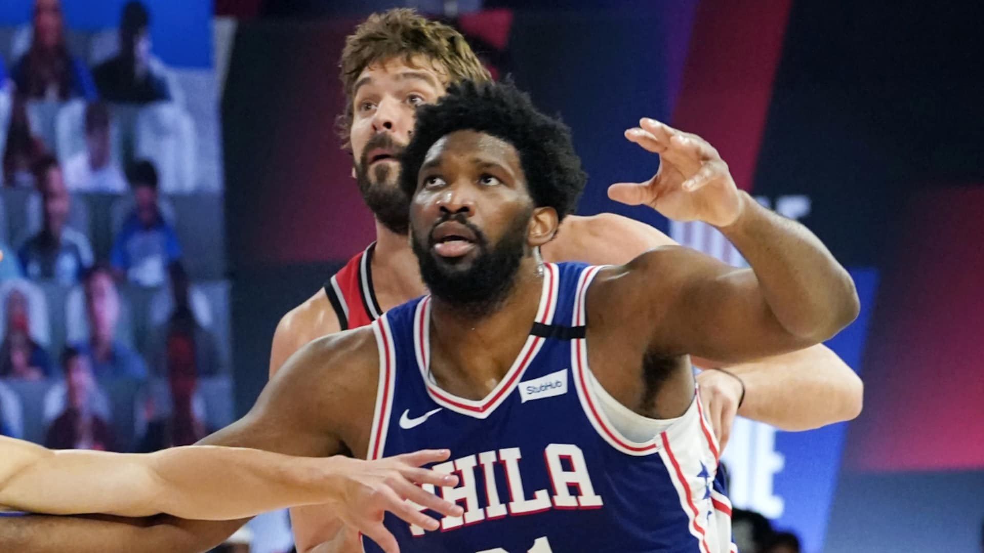 Joel Embiid exits with right hand injury, sits out second half