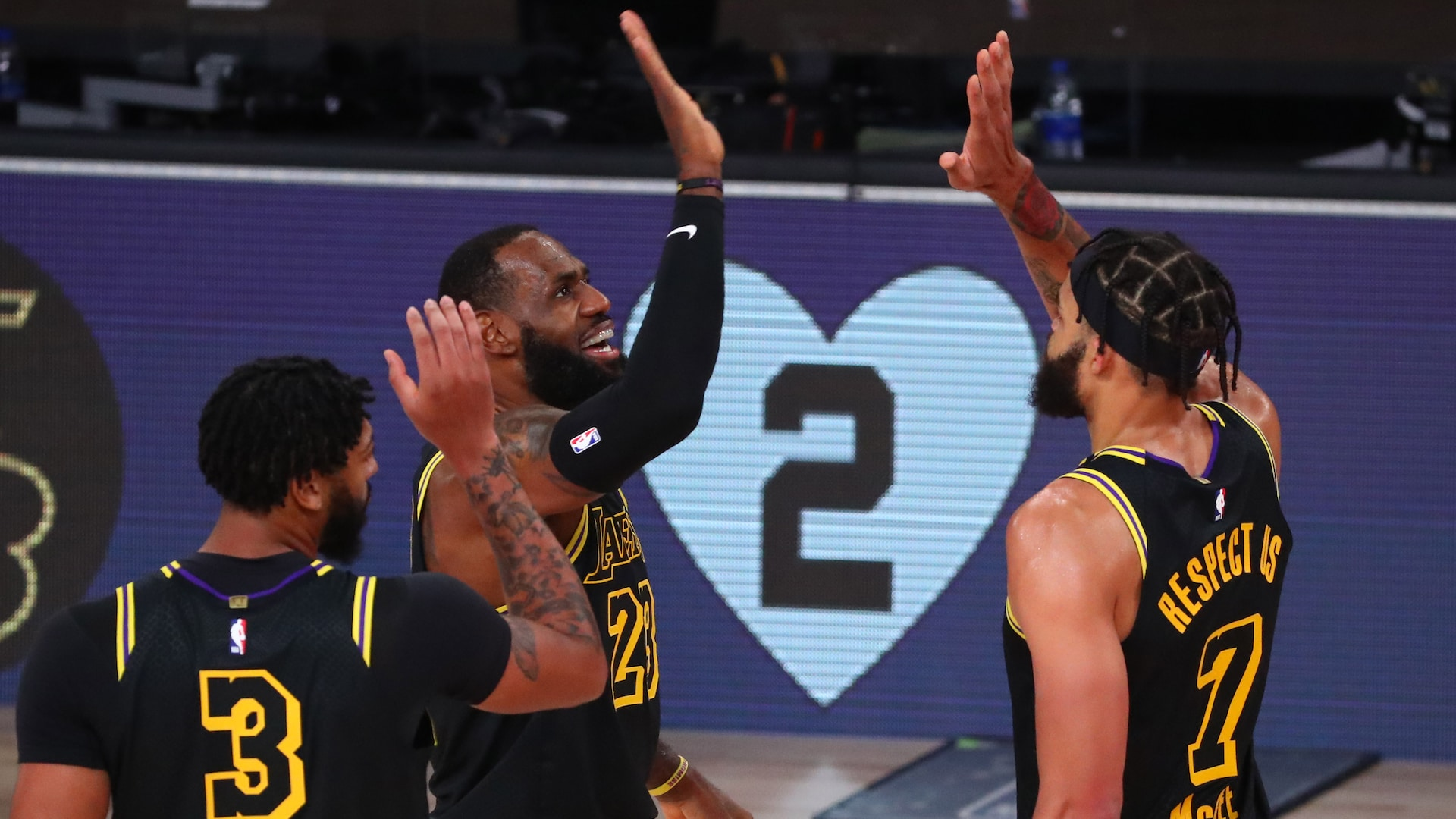 Lakers break through, leave Blazers with little hope