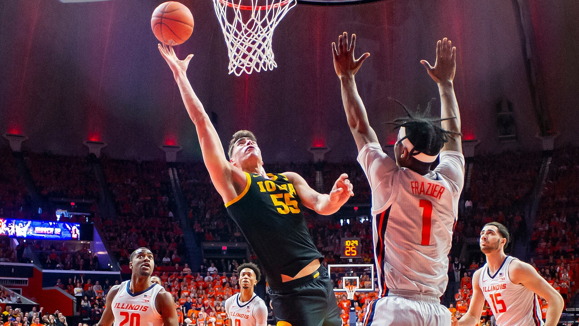All-American Luka Garza passes on NBA to return to Iowa