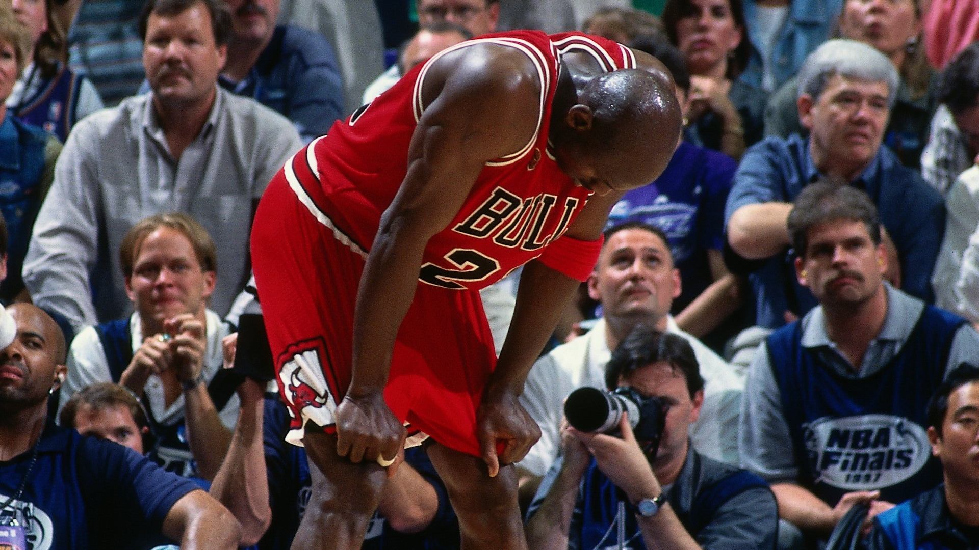 Top NBA Finals moments: Michael Jordan's flu game in 1997 Finals