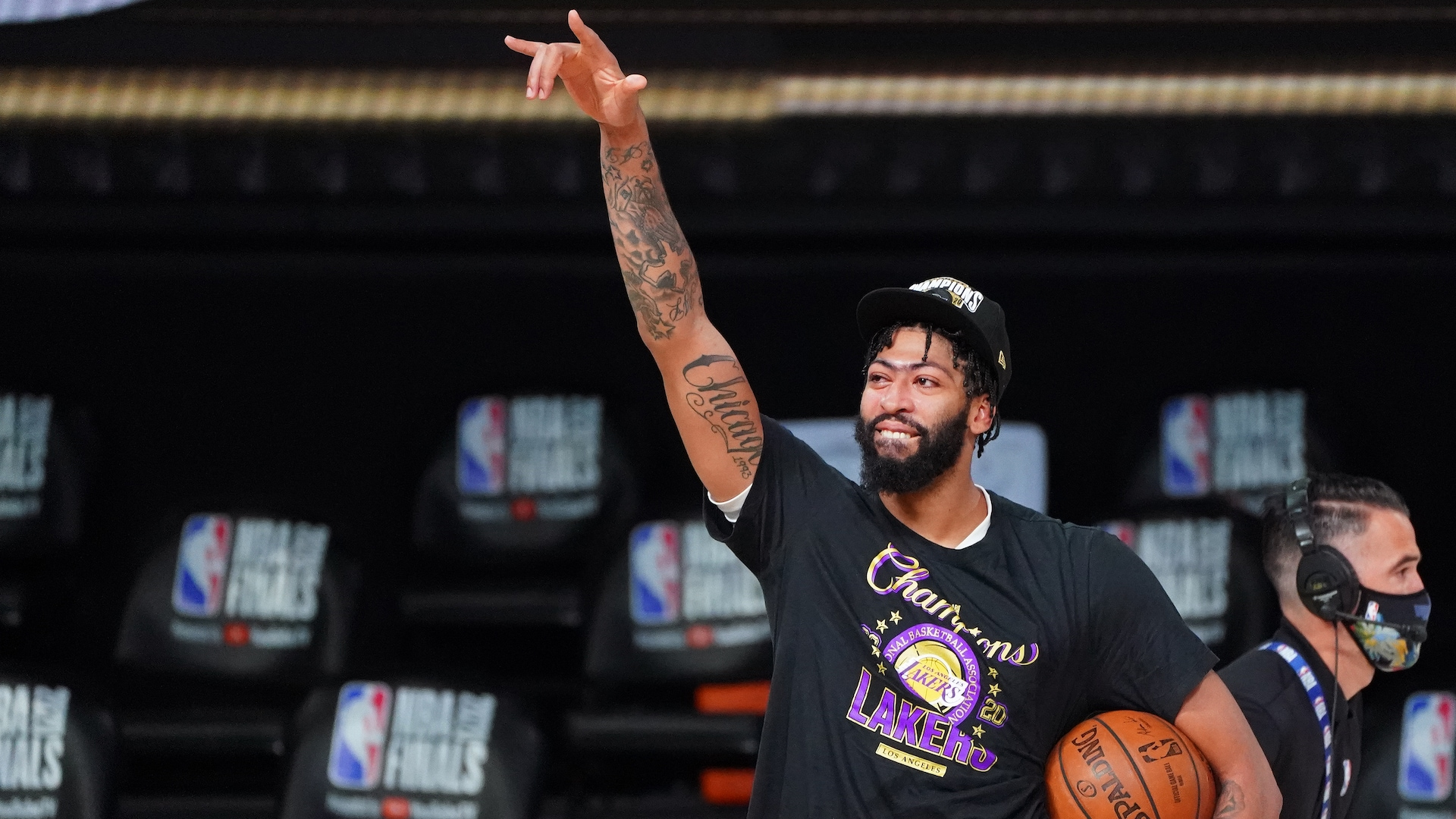 Report: Anthony Davis plans to re-sign with Lakers