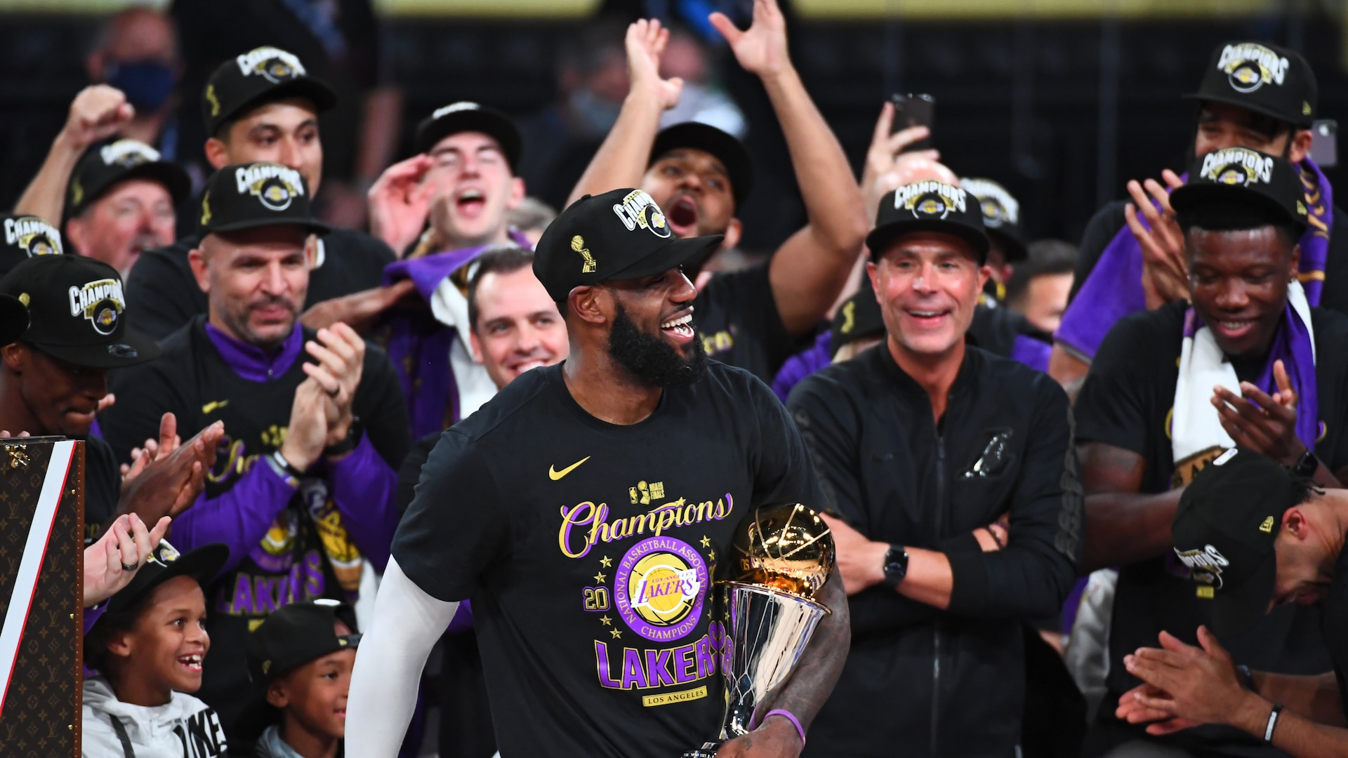 NBA Twitter reacts to Lakers' 17th championship