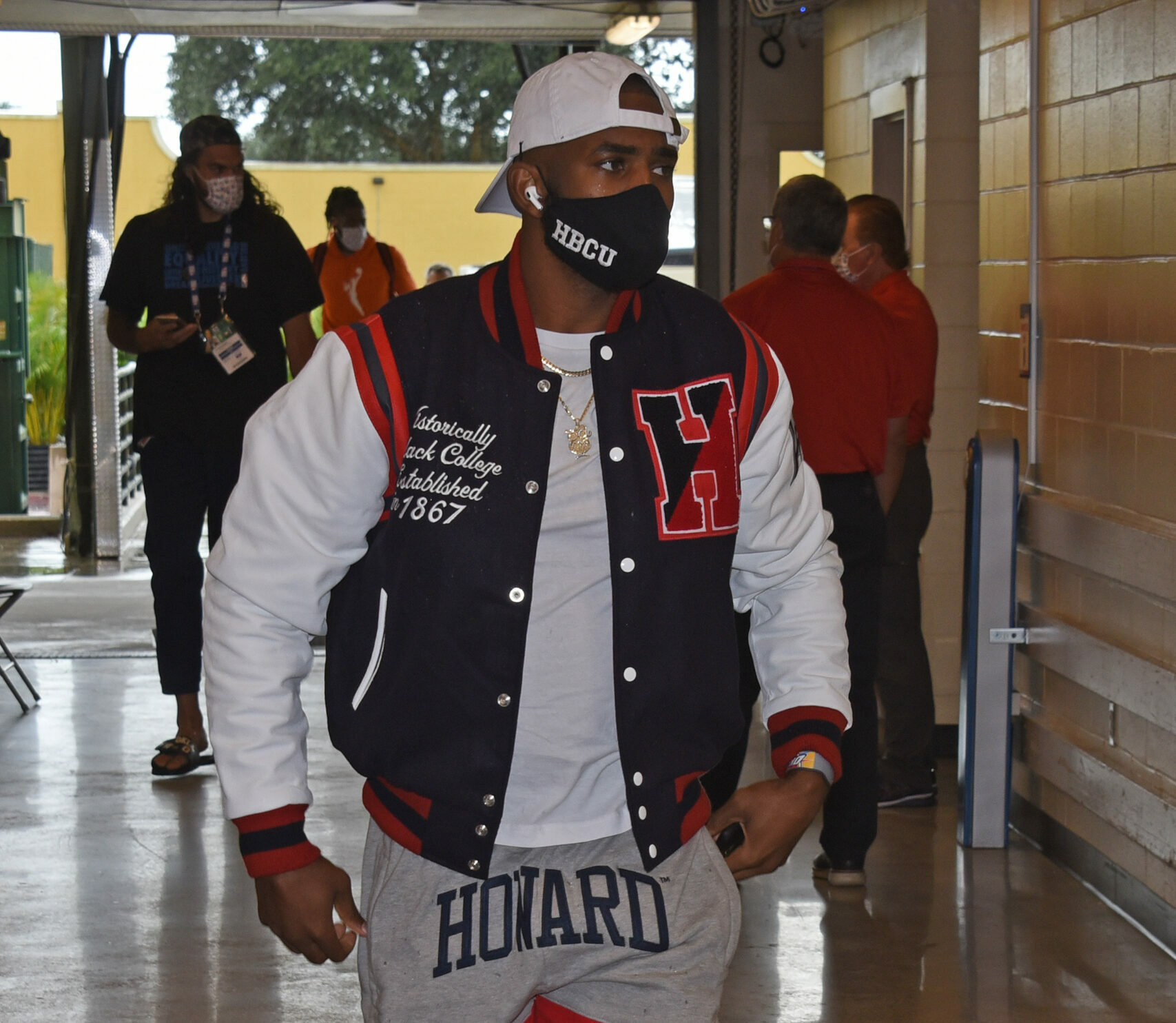 Chris Paul leads march to voting site at N. Carolina college