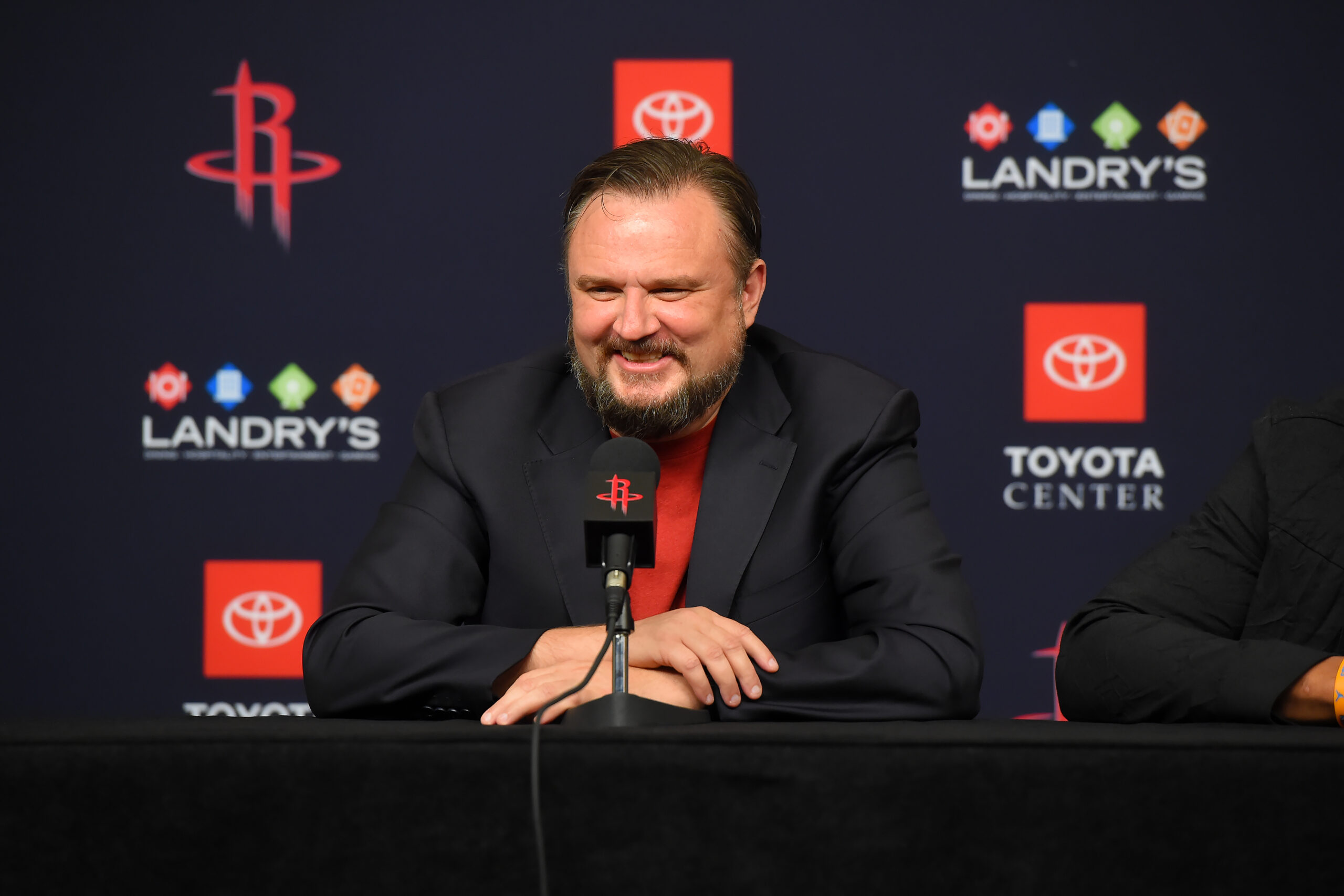 Reports: Sixers in advanced talks with Daryl Morey