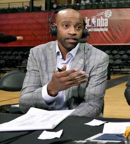 Atlanta Hawks officially sign veteran Vince Carter | NBA.com