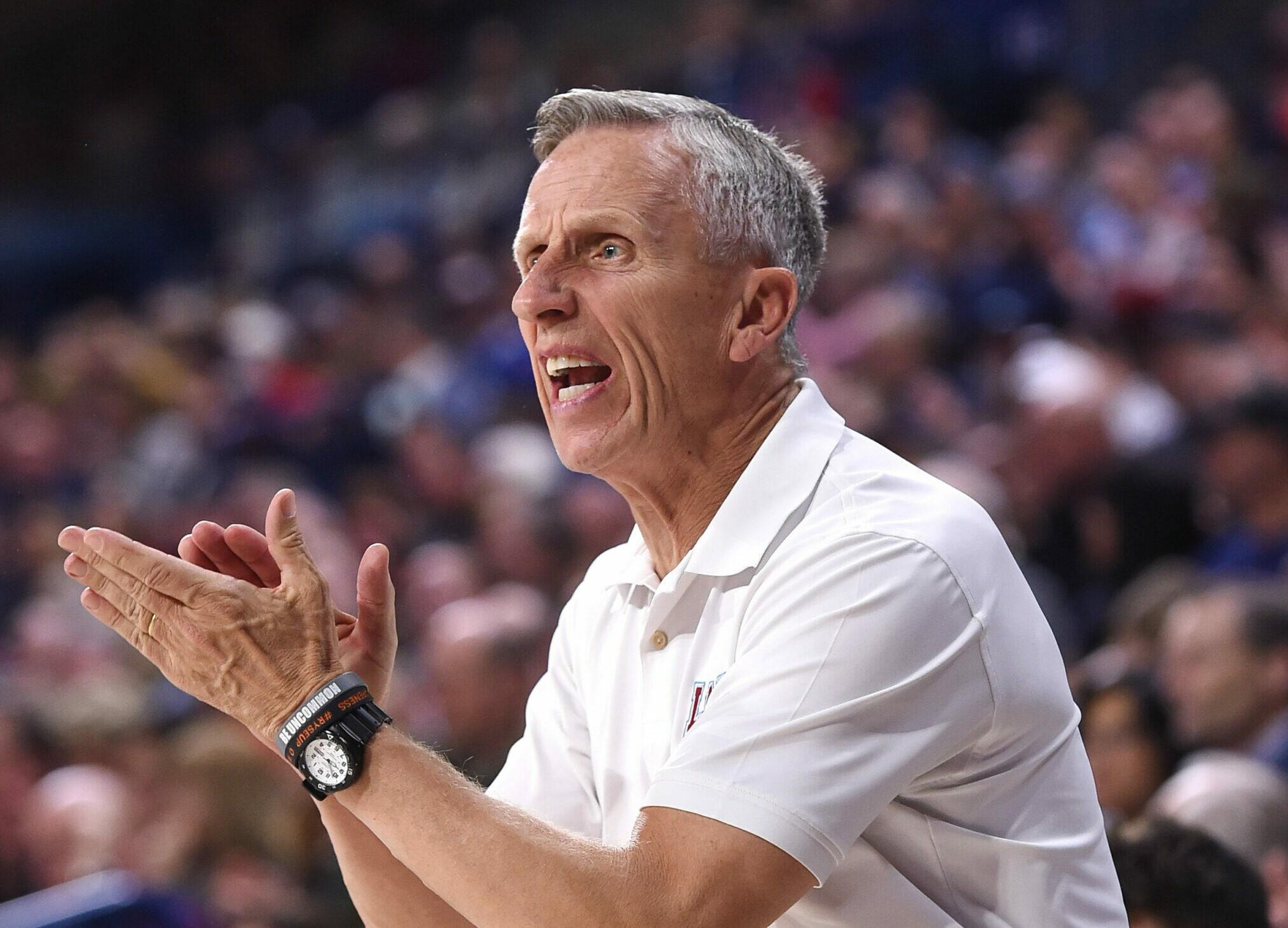 Bucks hire Dunlap, Oppenheimer as assistant coaches