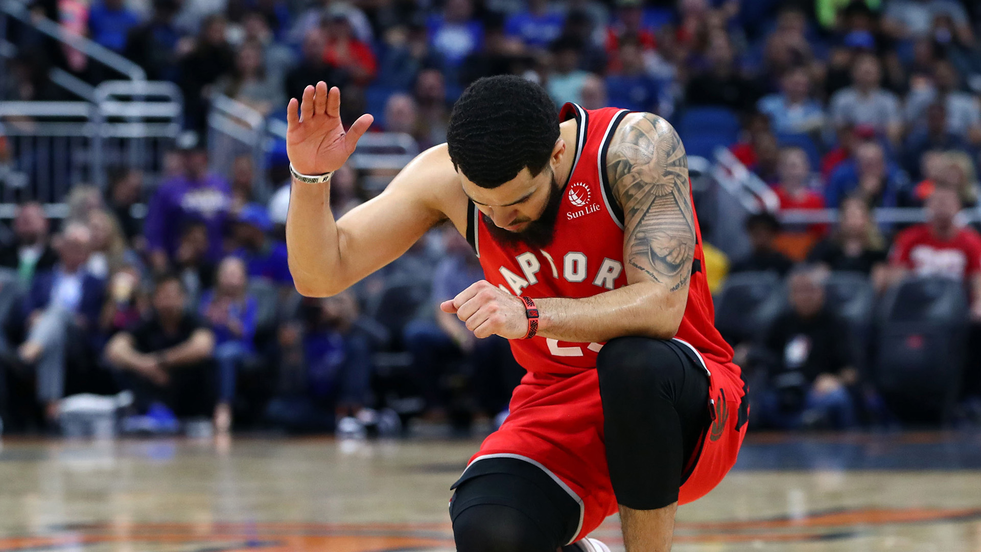 Fred VanVleet re-signs with Raptors