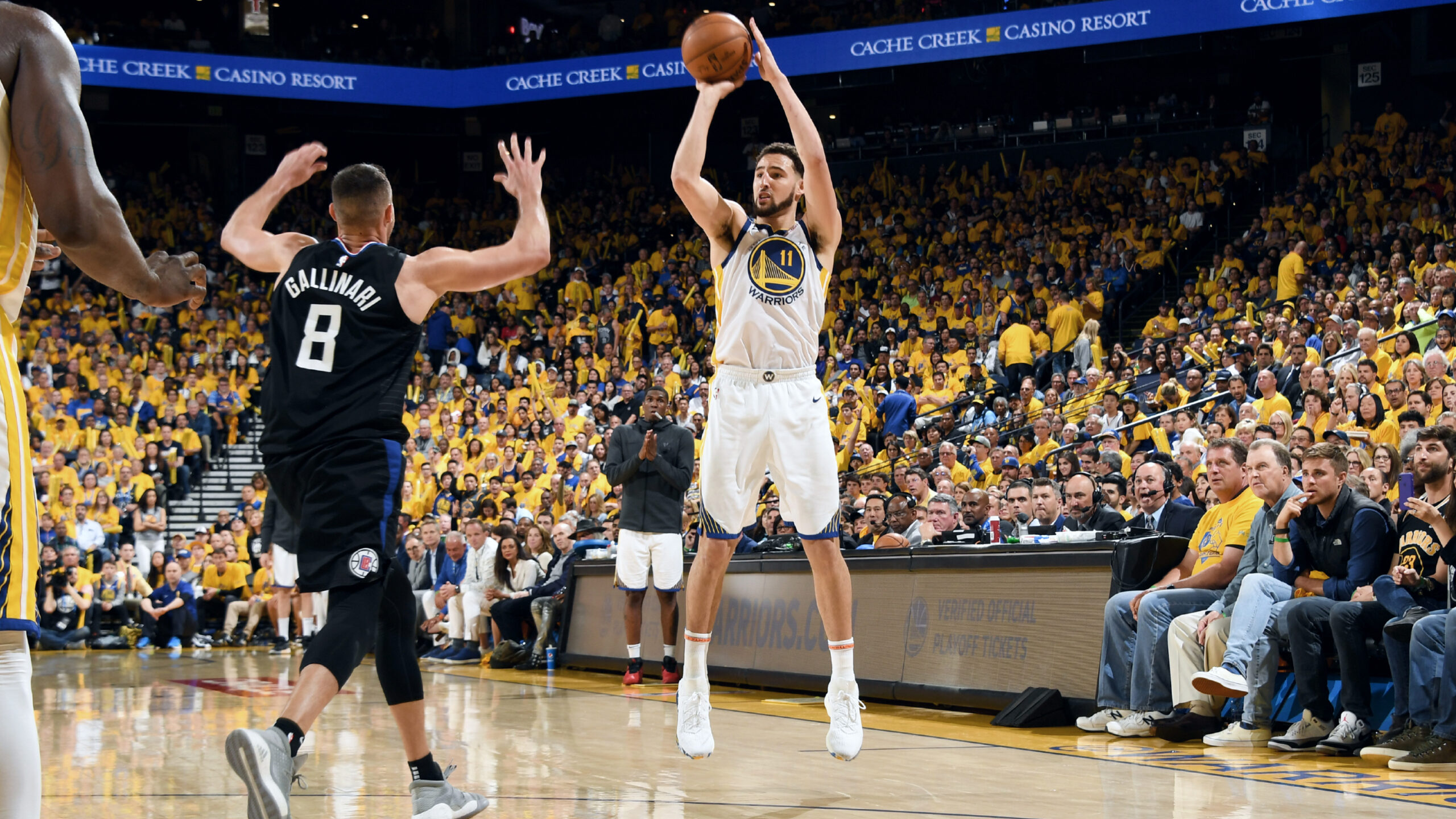Warriors' Thompson injures right leg during workout