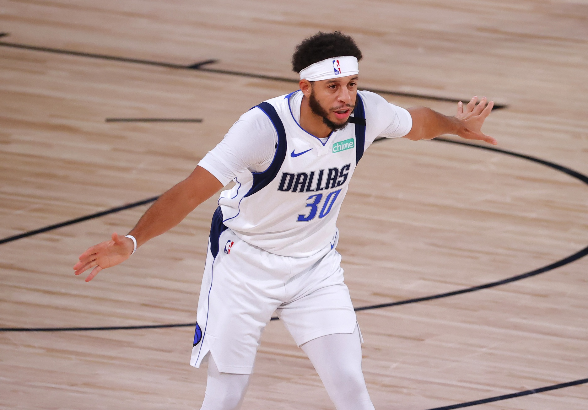 Sixers add Seth Curry in trade with Mavericks