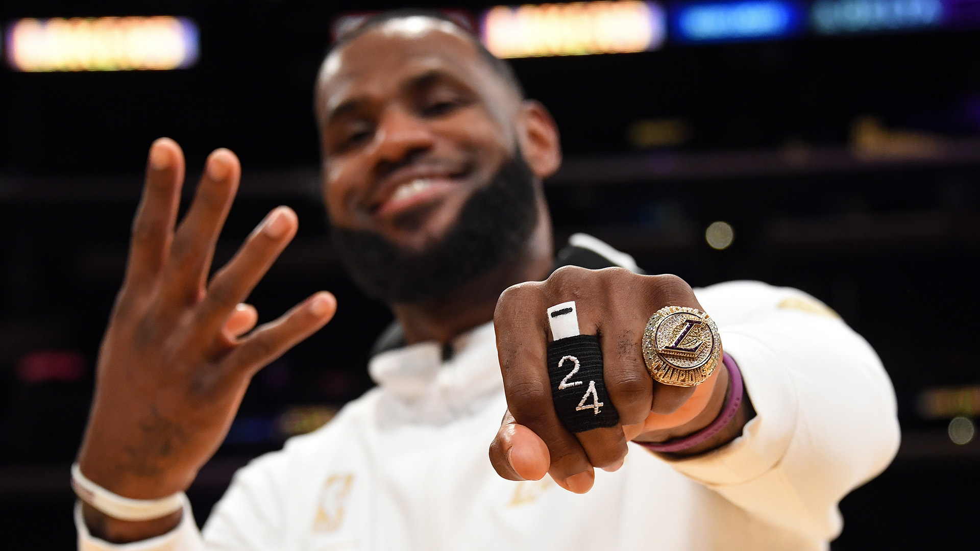 Lakers get their rings, and opening loss doesn't ruin the moment