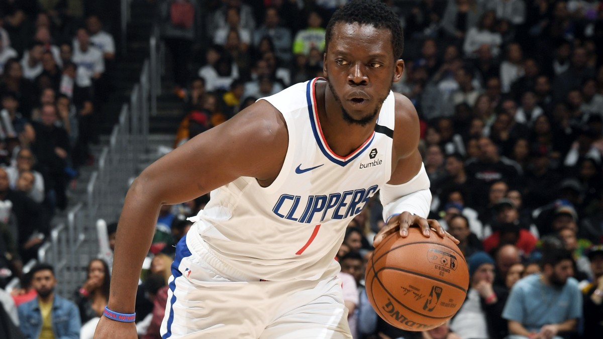 Clippers re-sign guard Reggie Jackson