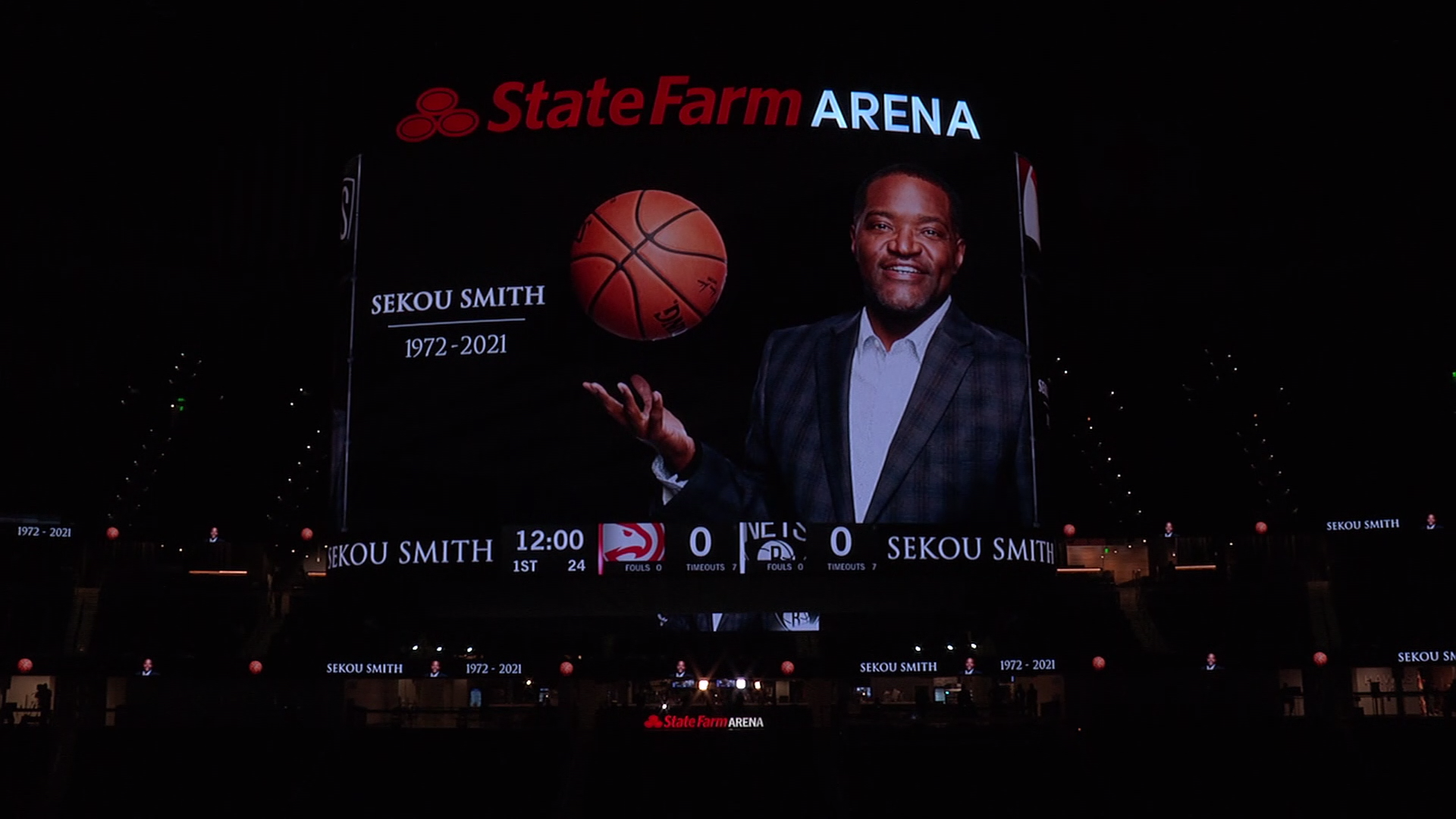 Atlanta Hawks pay tribute to Sekou Smith with pregame moment of silence