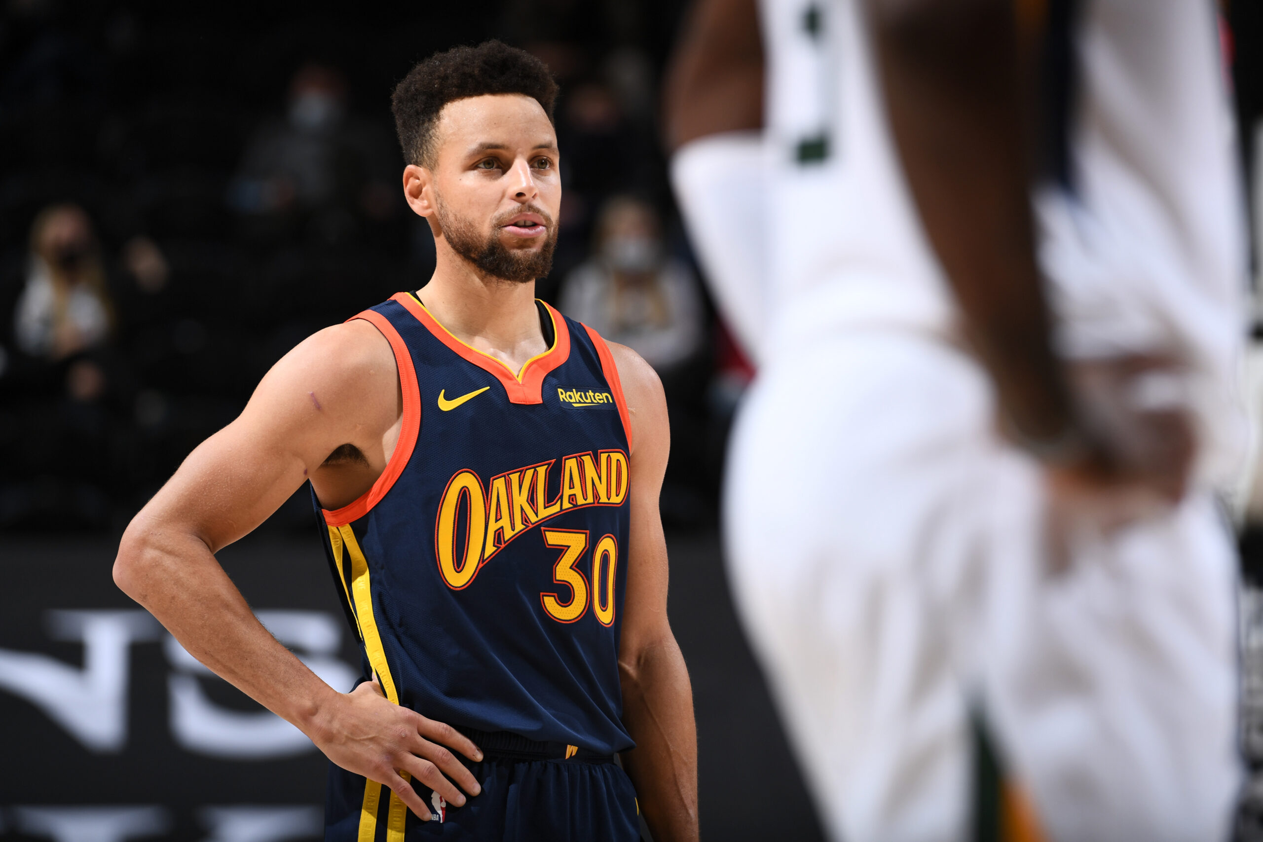 Stephen Curry not feeling well, misses Hornets game