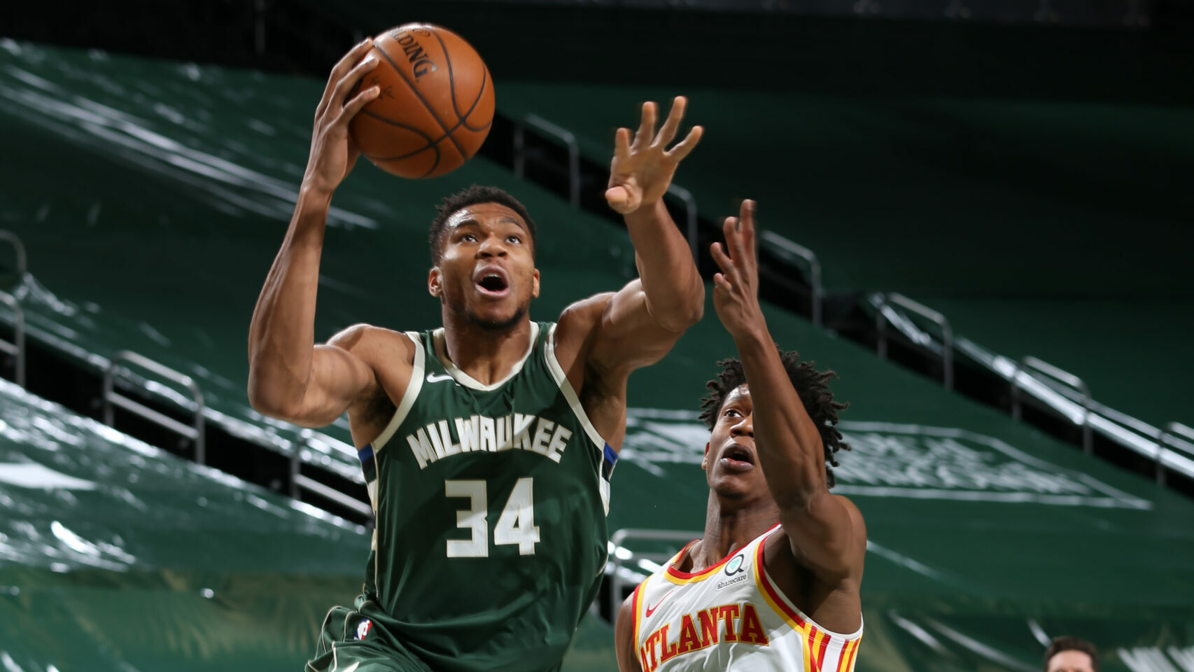 Giannis Leads Bucks Against Streaking Hawks