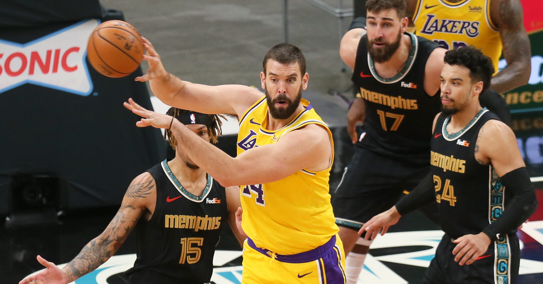 Lakers trade Marc Gasol to Memphis Grizzlies, will reportedly be waived