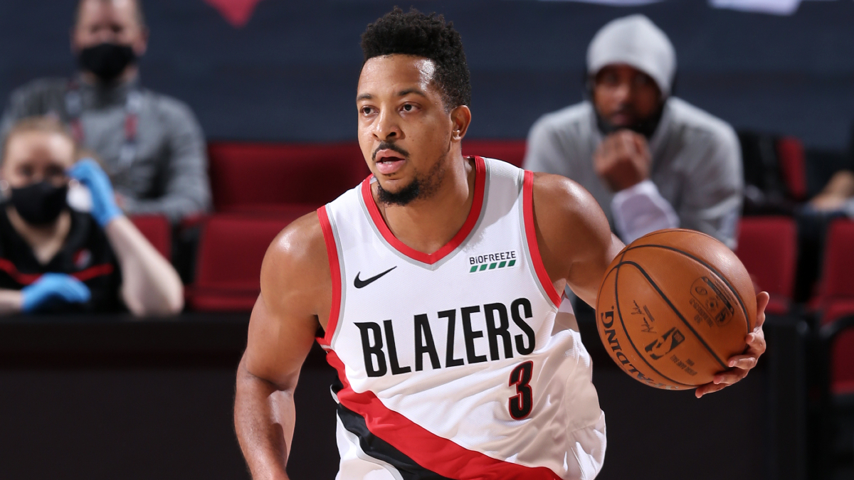 CJ McCollum exits with left ankle sprain, does not return