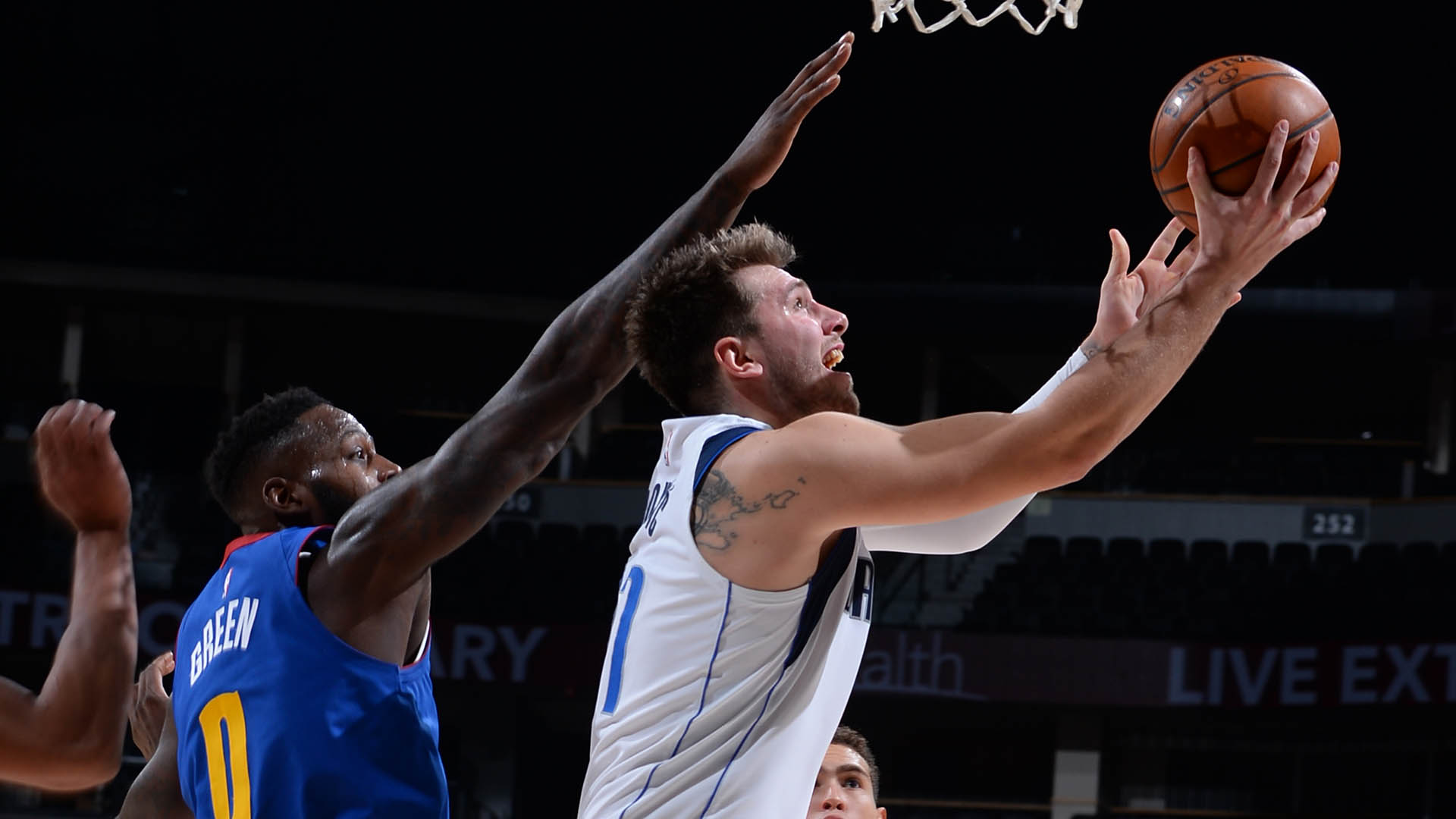 Luka Doncic helping Mavs take care of clutch-time business