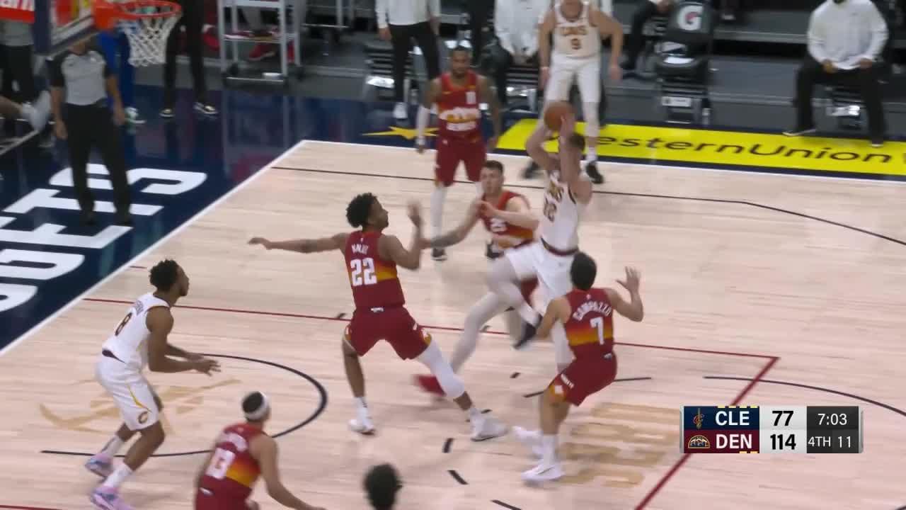 Big dunk from R.J. Hampton