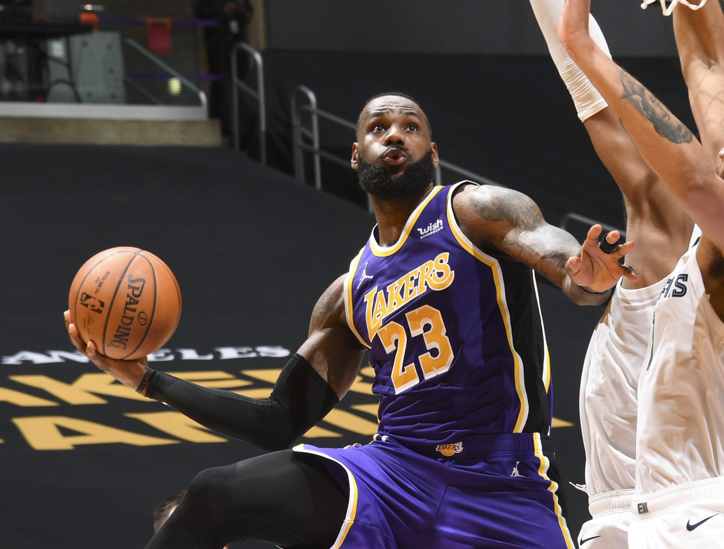 Lakers' LeBron James, Kyle Kuzma receive warnings for violating anti-flopping rule