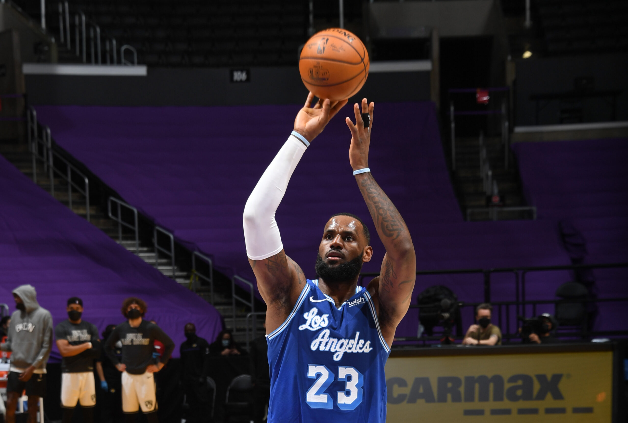 LeBron James joins Abdul-Jabbar, Malone as only players to reach 35,000 career points