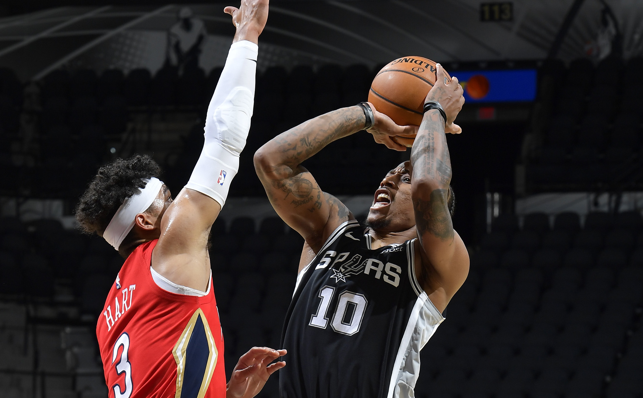 DeRozan Shows No Rust In Return As Spurs Edge Pelicans