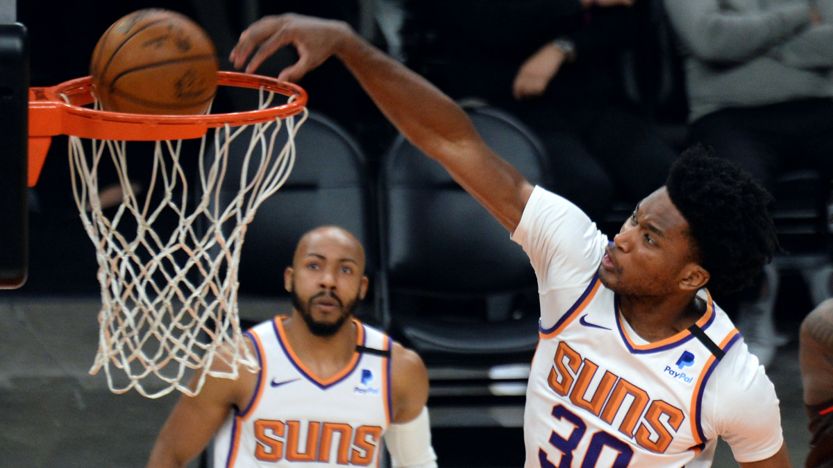Suns waive backup center Damian Jones