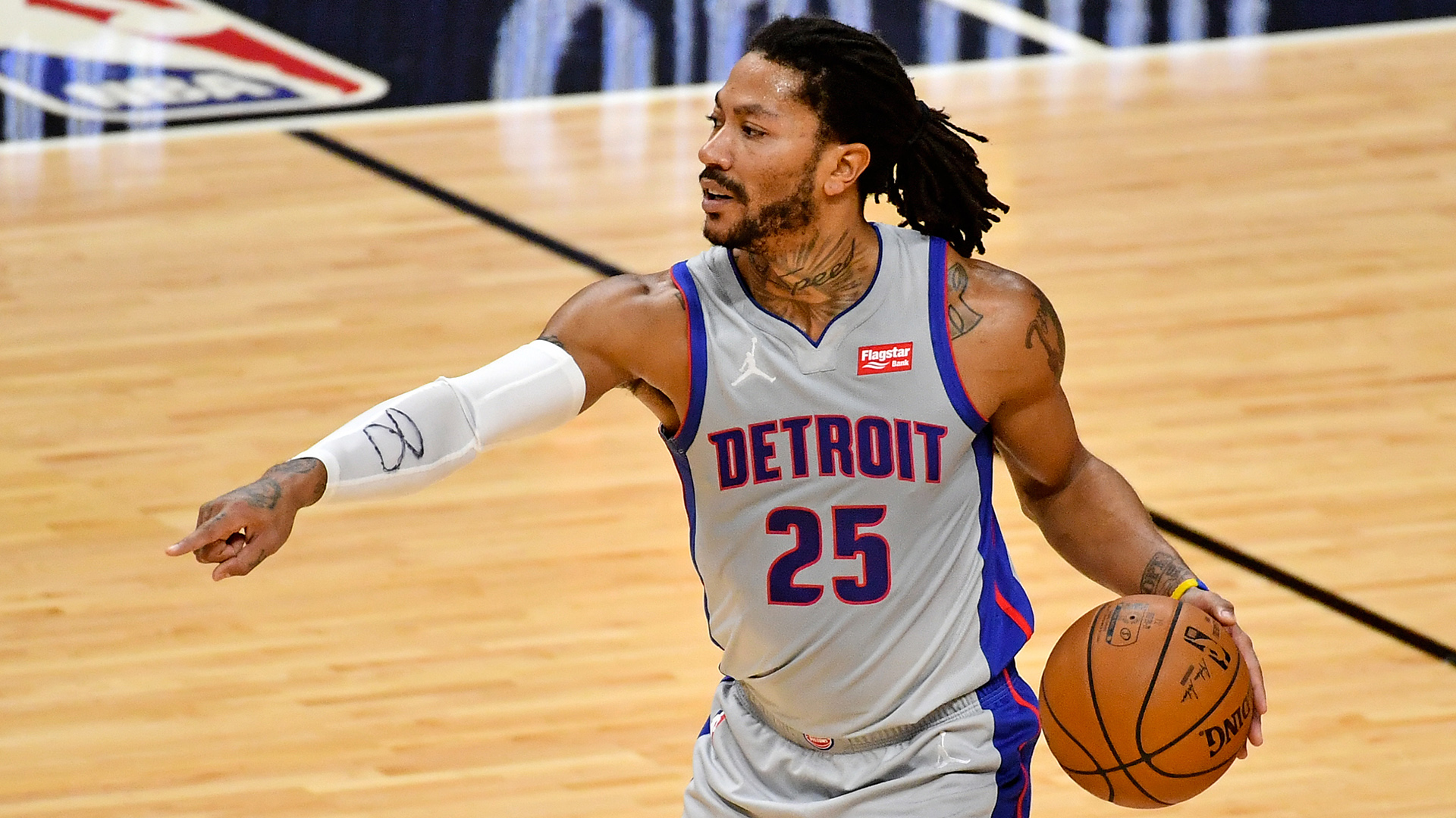 Knicks officially acquire Derrick Rose from Pistons