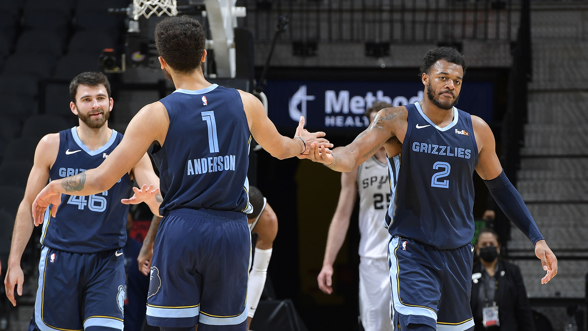 Grizzlies ride depth to 7th straight victory with rout of Spurs