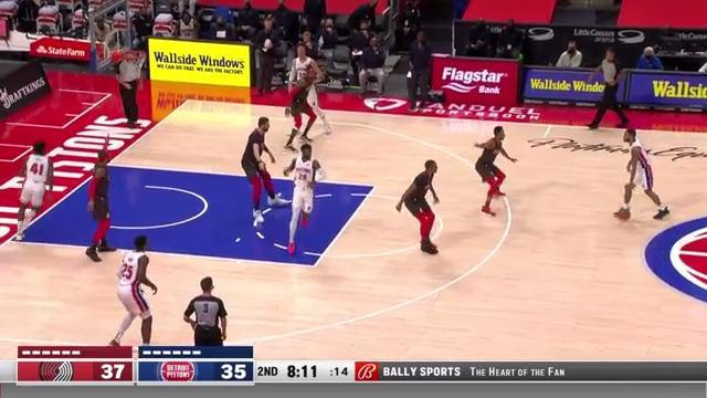 Mason Plumlee reverse dunk