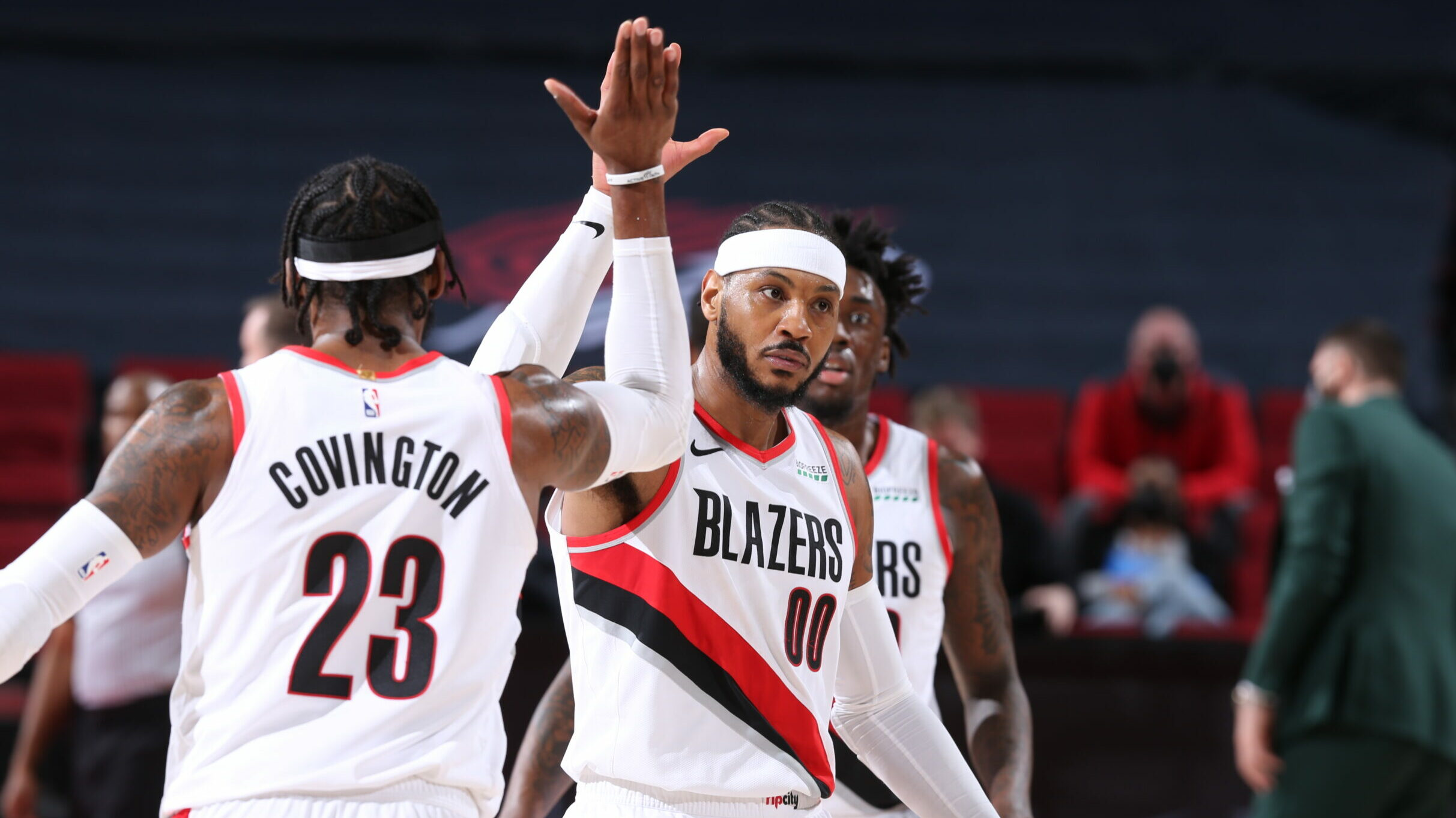 Anthony erupts for 29 as Trail Blazers blitz Hornets