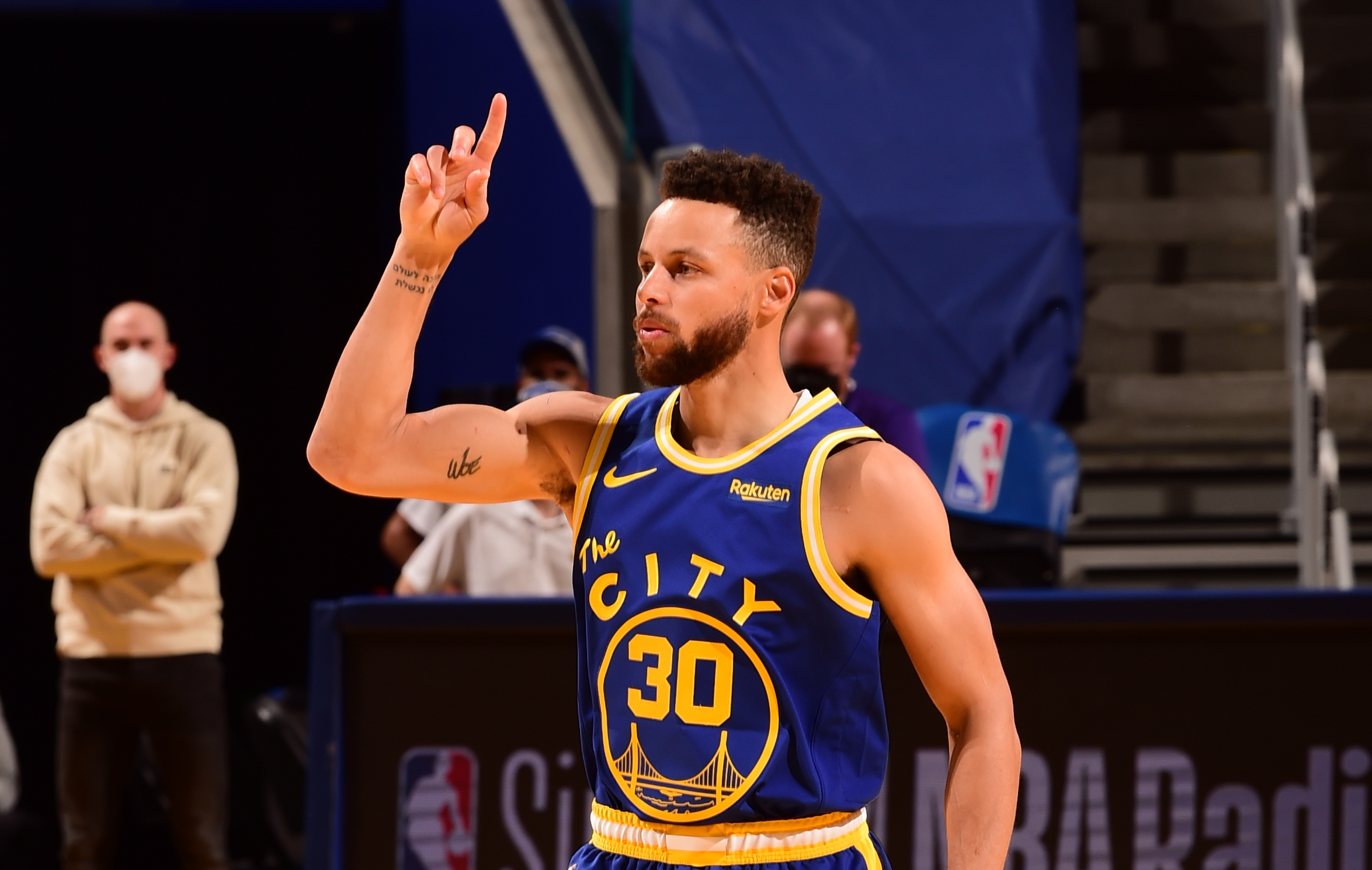 Stephen Curry passes Guy Rodgers as Warriors' franchise assist leader