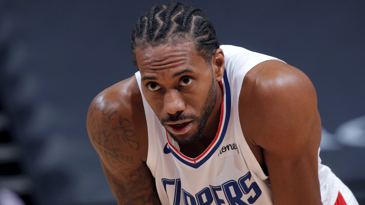 Report: Kawhi Leonard scratched due to back spasms