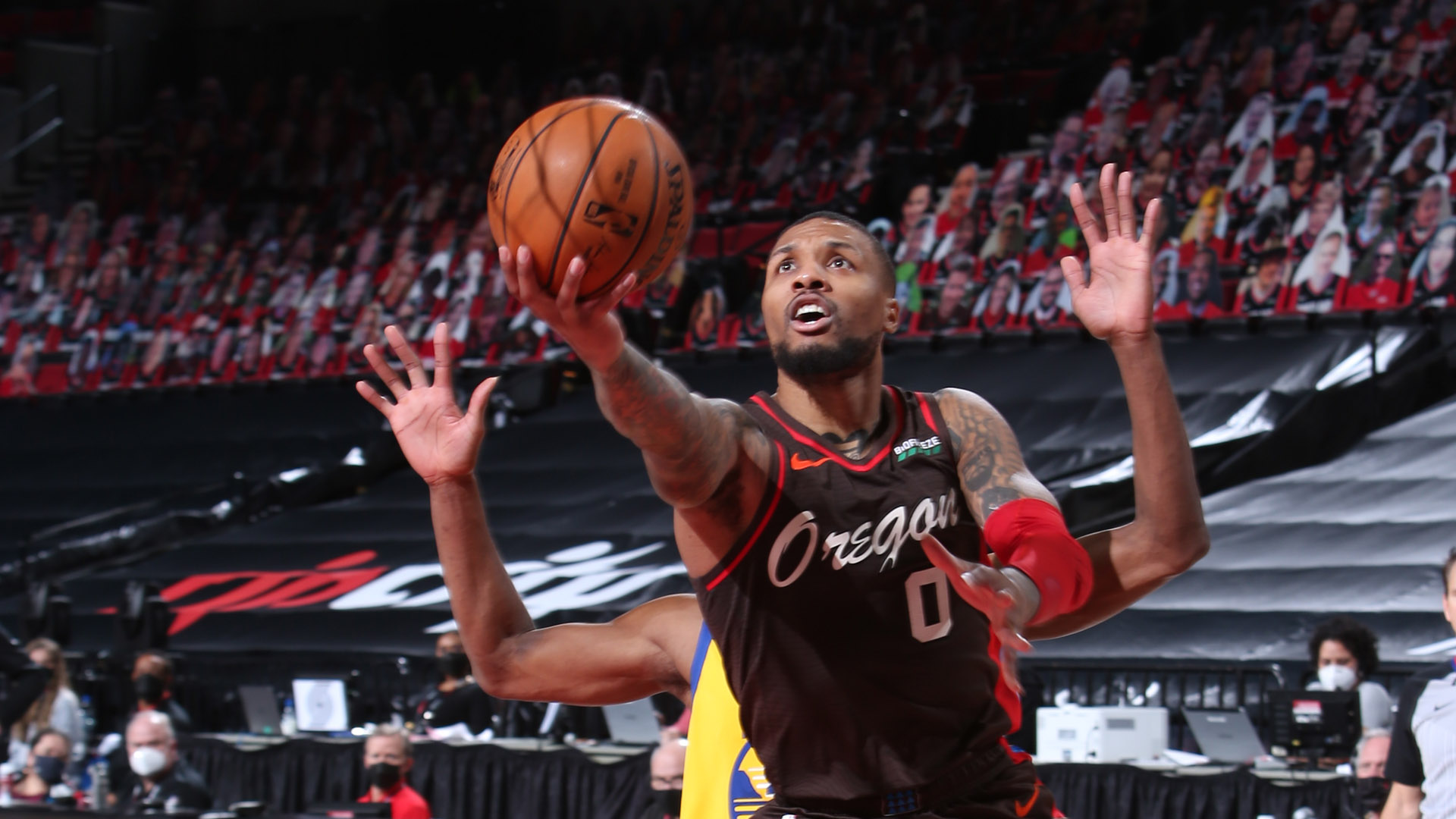 Lillard does it on both ends to help Blazers top Warriors